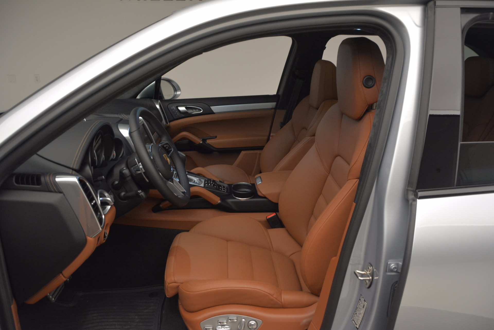 Used 2016 Porsche Cayenne Turbo For Sale In Westport, CT 1000_p19