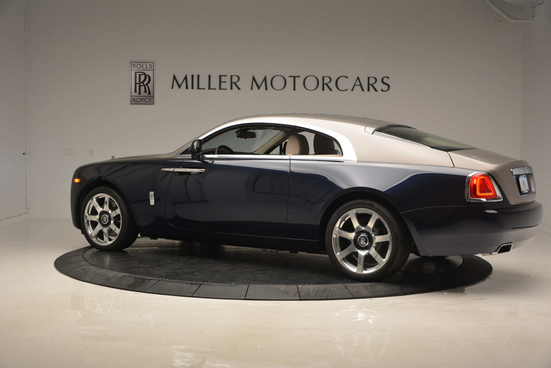 Used 2015 Rolls-Royce Wraith  For Sale In Westport, CT 1013_p4