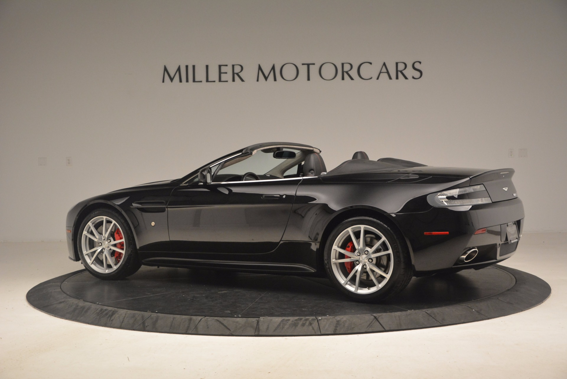 Used 2012 Aston Martin V8 Vantage S Roadster For Sale In Westport, CT 1181_p4