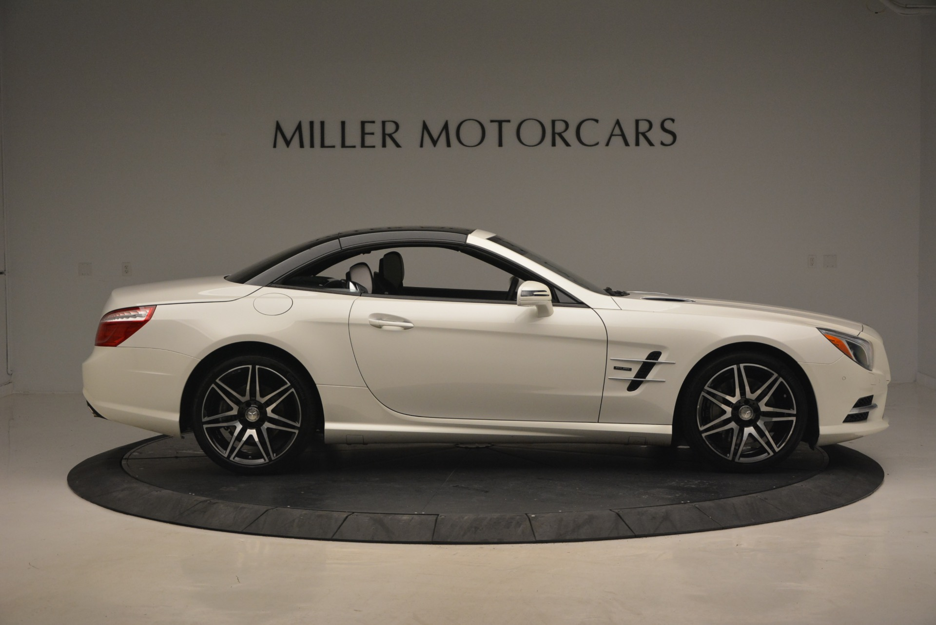 Used 2015 Mercedes Benz SL-Class SL 550 For Sale In Westport, CT 1261_p23