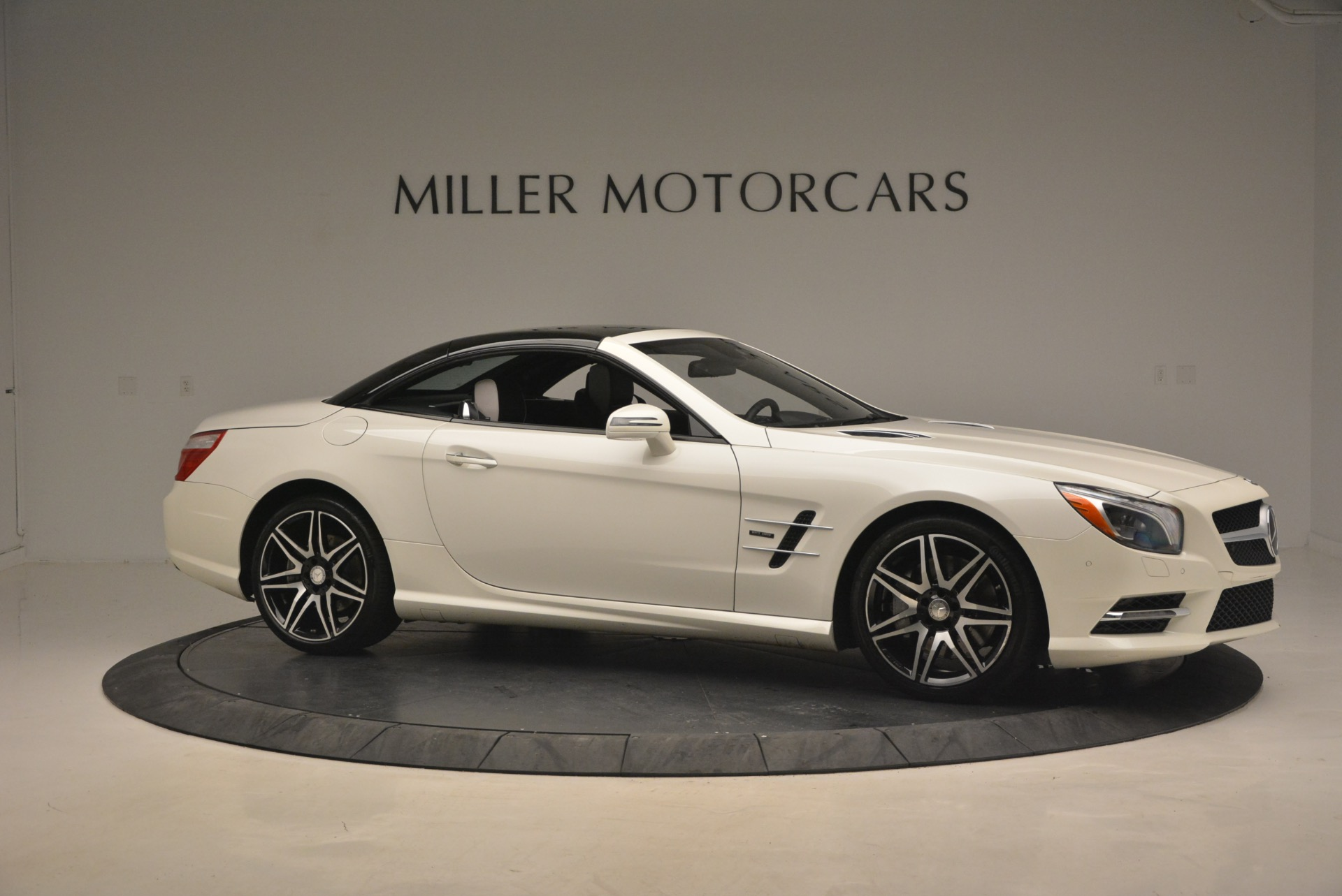 Used 2015 Mercedes Benz SL-Class SL 550 For Sale In Westport, CT 1261_p24