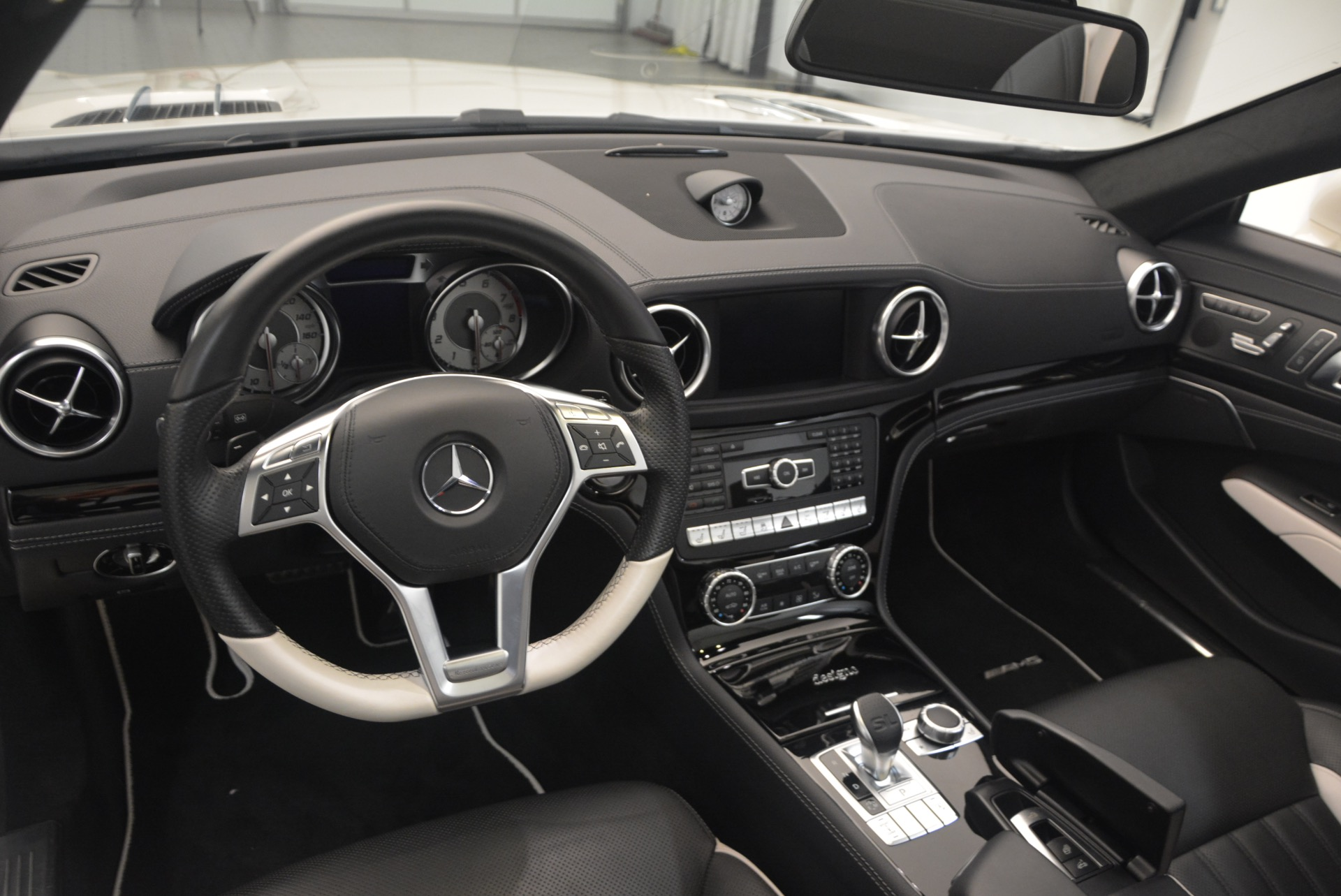 Used 2015 Mercedes Benz SL-Class SL 550 For Sale In Westport, CT 1261_p31