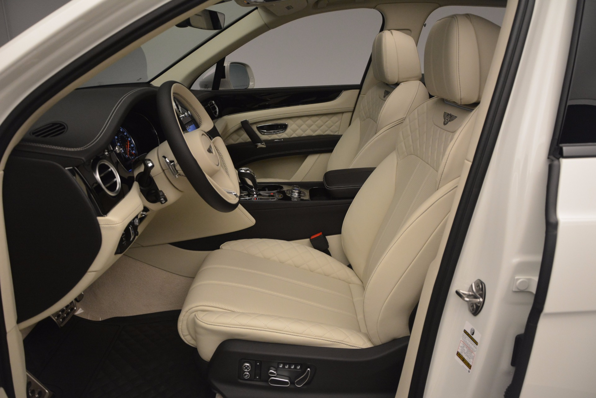 New 2018 Bentley Bentayga Black Edition For Sale In Westport, CT 1302_p31