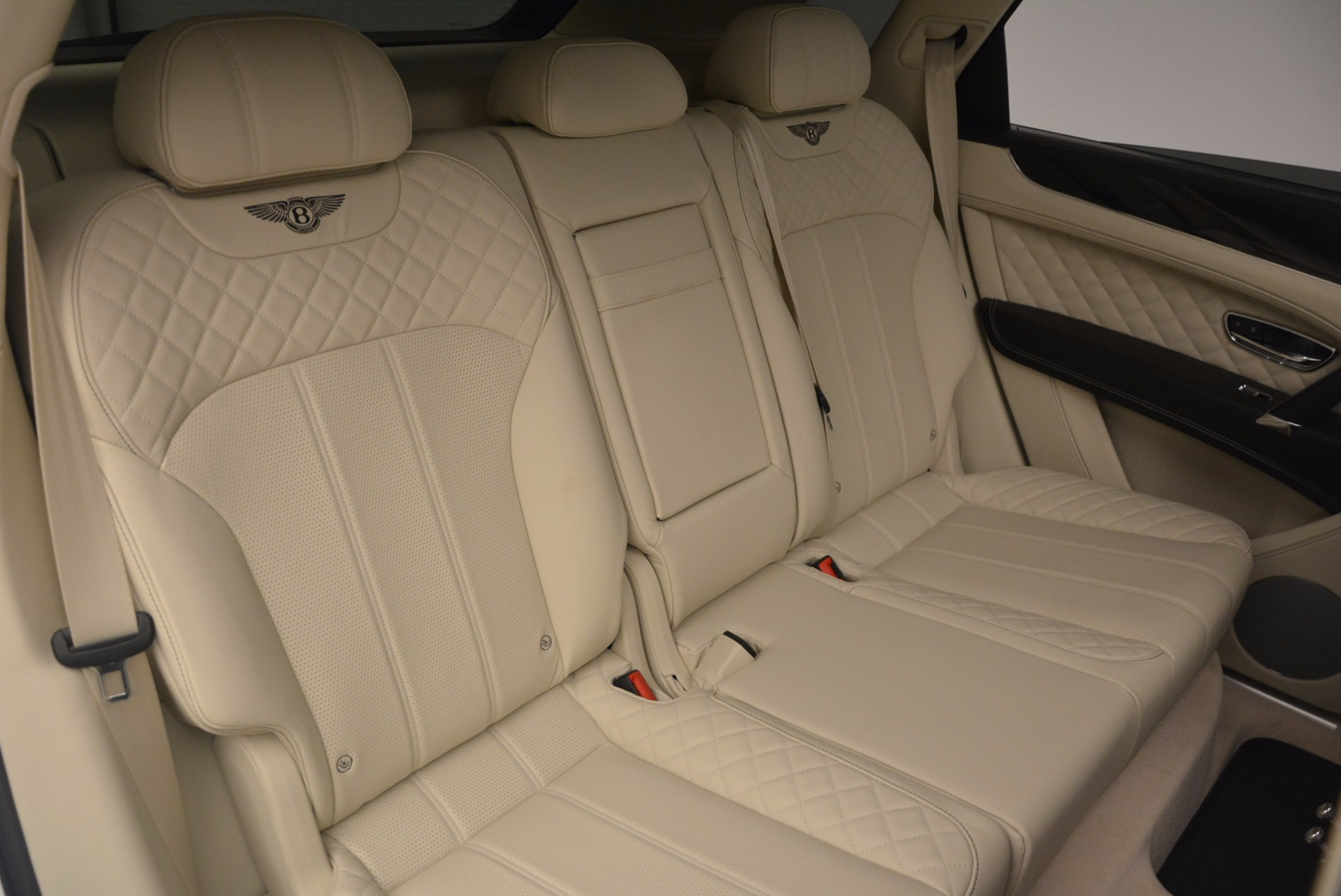 New 2018 Bentley Bentayga Black Edition For Sale In Westport, CT 1302_p46