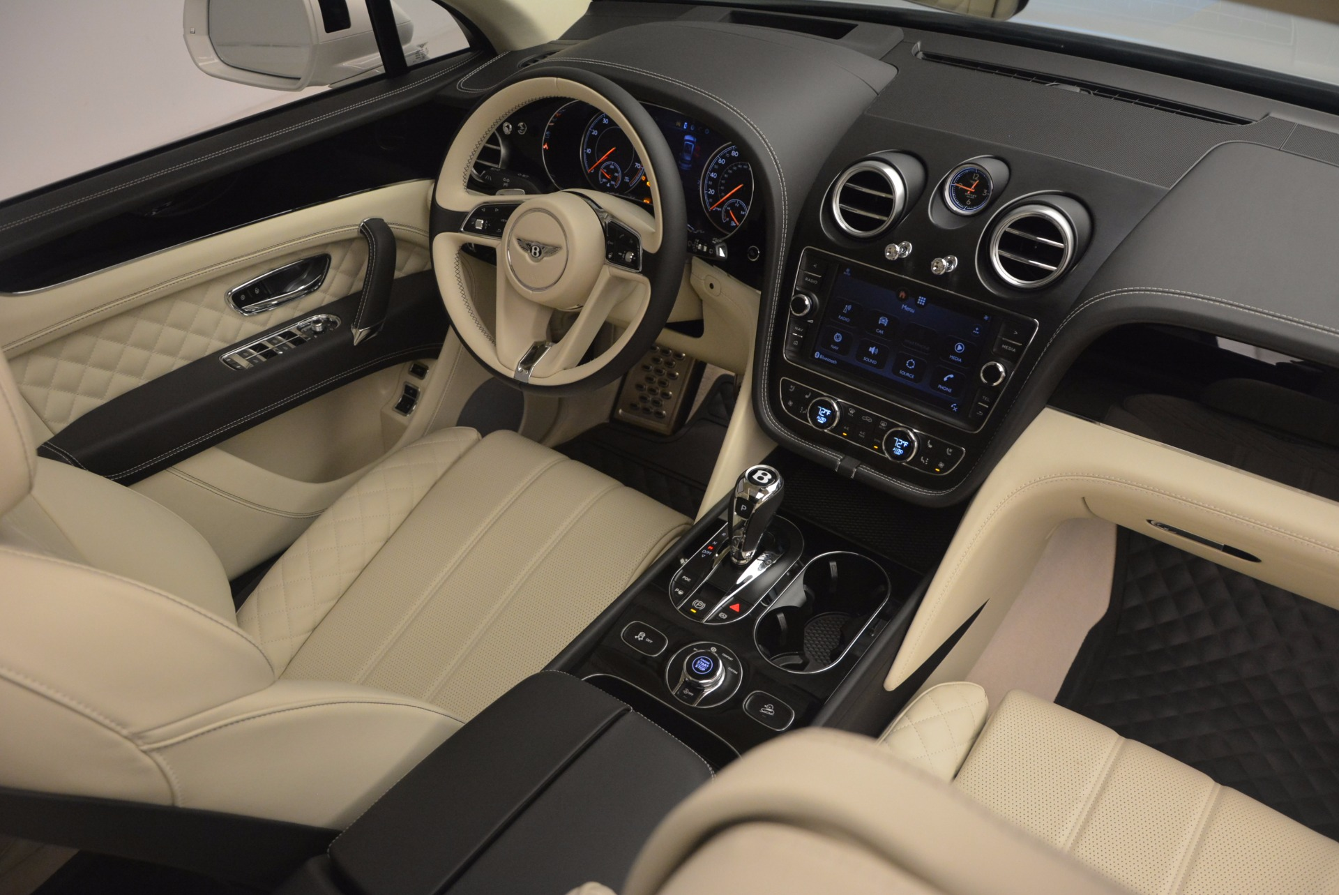 New 2018 Bentley Bentayga Black Edition For Sale In Westport, CT 1302_p59