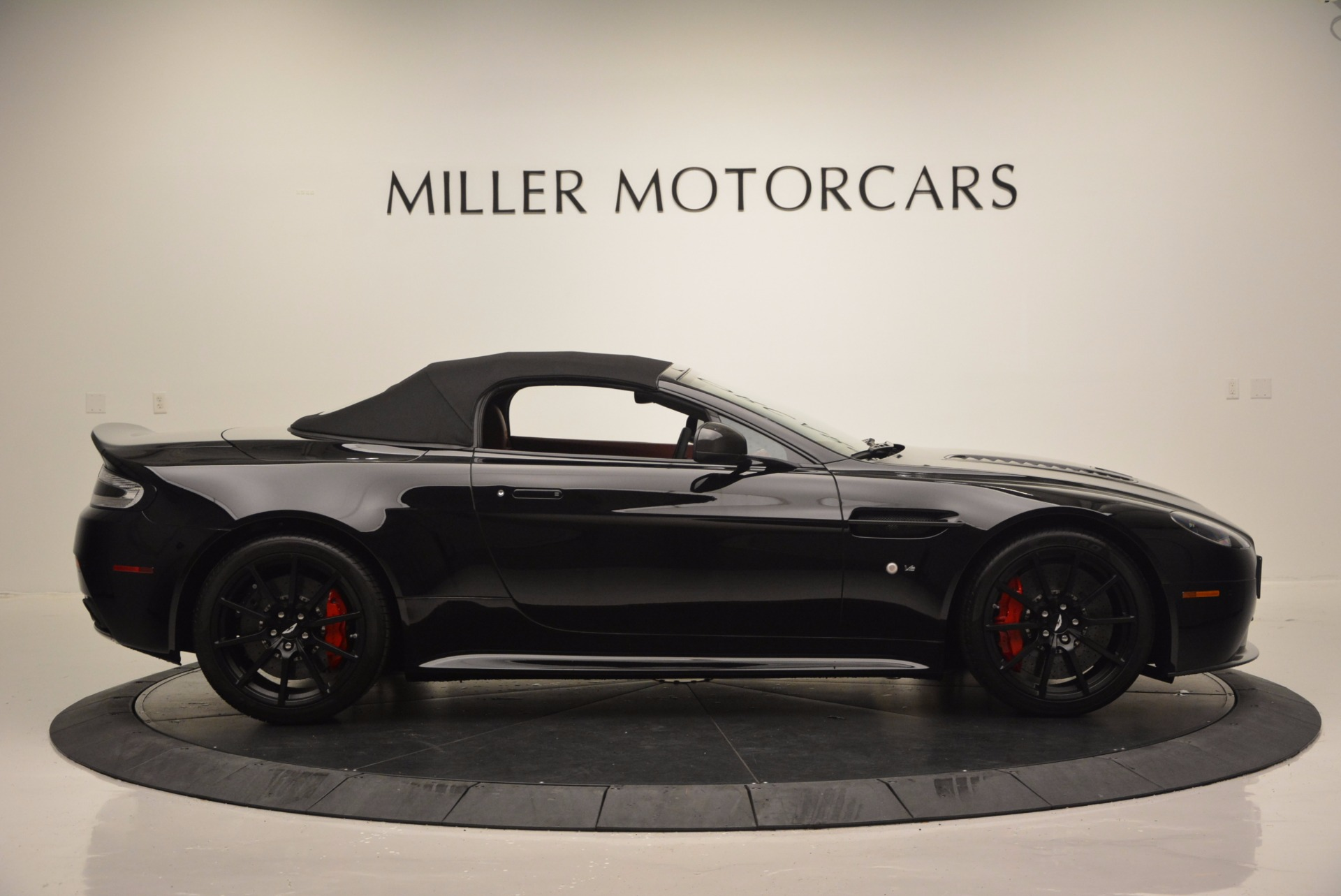 Used 2015 Aston Martin V12 Vantage S Roadster For Sale In Westport, CT 1335_p15