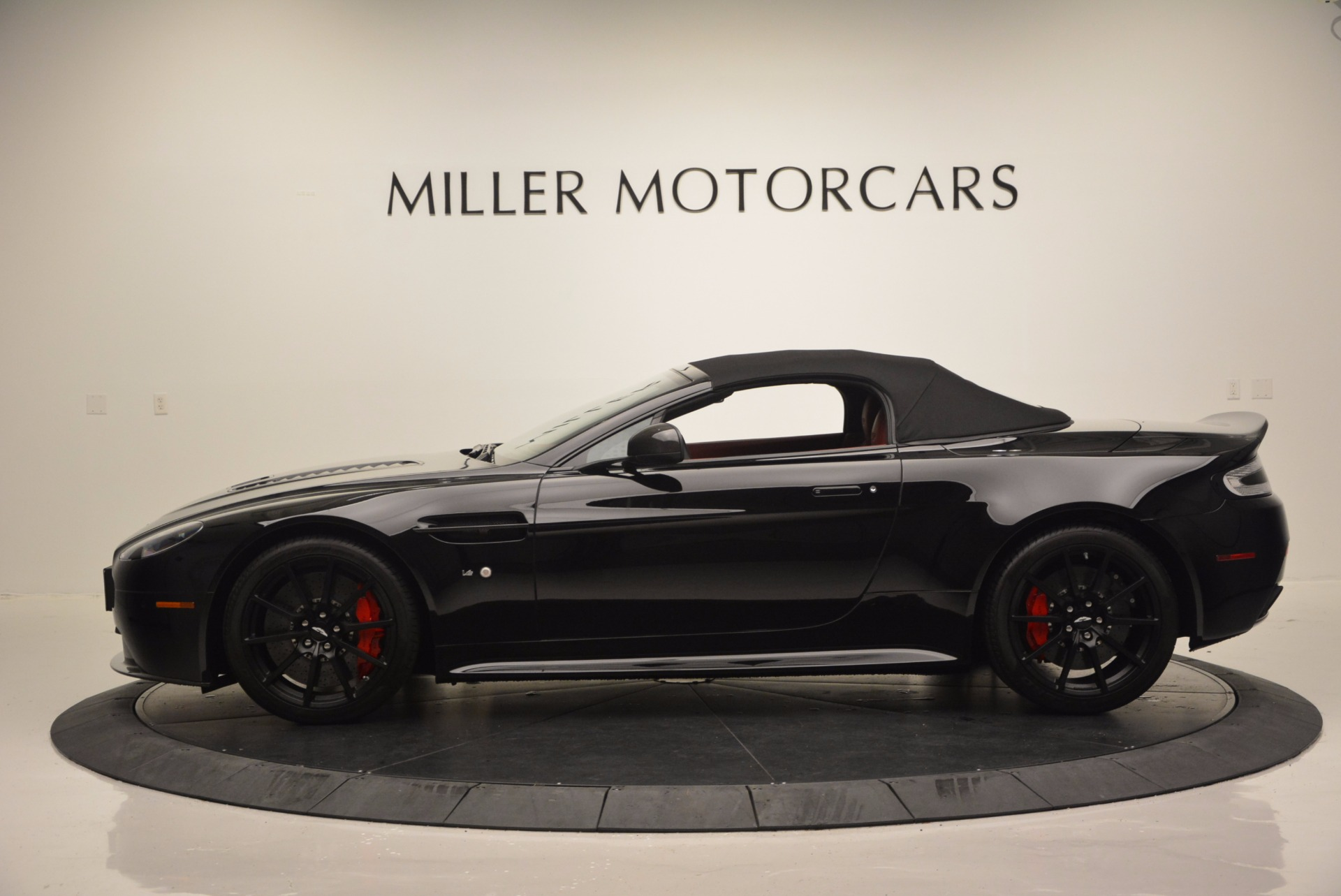 Used 2015 Aston Martin V12 Vantage S Roadster For Sale In Westport, CT 1335_p19