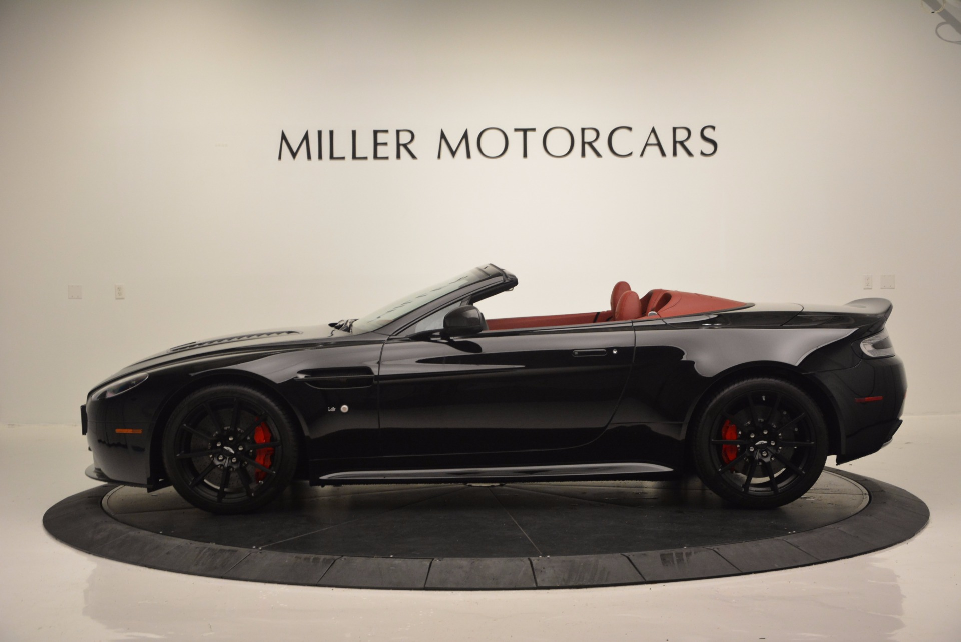 Used 2015 Aston Martin V12 Vantage S Roadster For Sale In Westport, CT 1335_p3