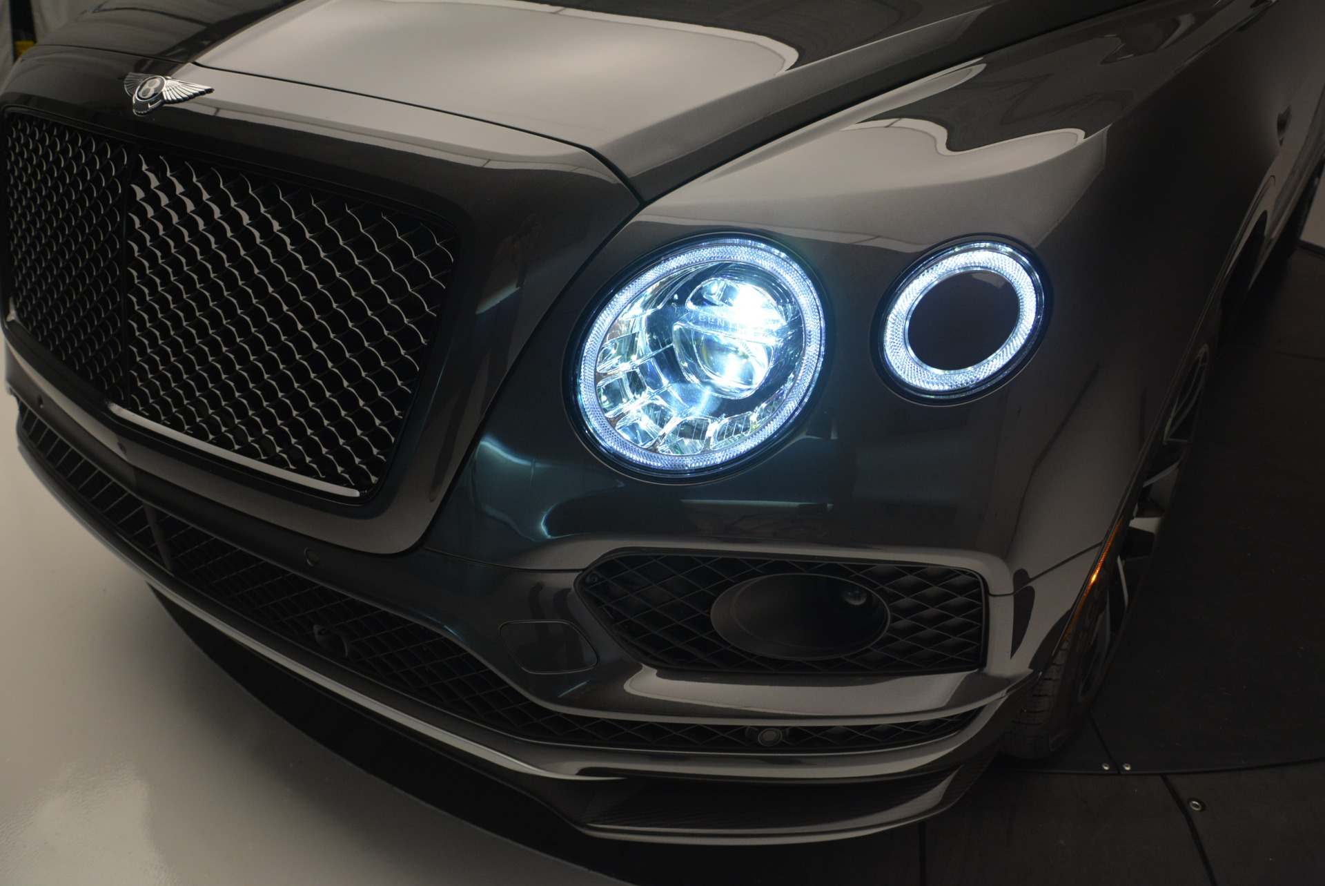 Used 2018 Bentley Bentayga W12 Signature For Sale In Westport, CT 1357_p16