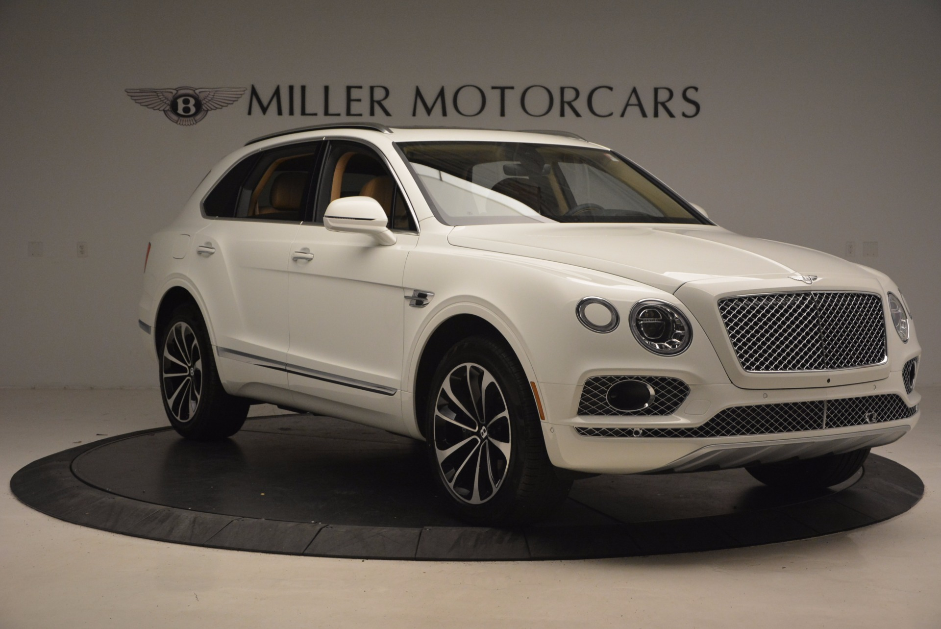 New 2018 Bentley Bentayga W12 Signature For Sale In Westport, CT 1358_p11