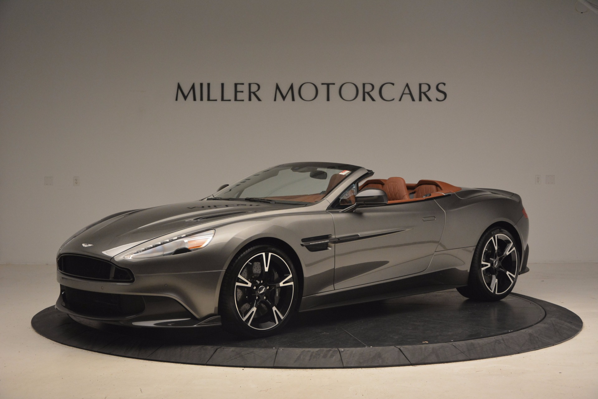 Used 2018 Aston Martin Vanquish S Convertible For Sale In Westport, CT 1362_p2