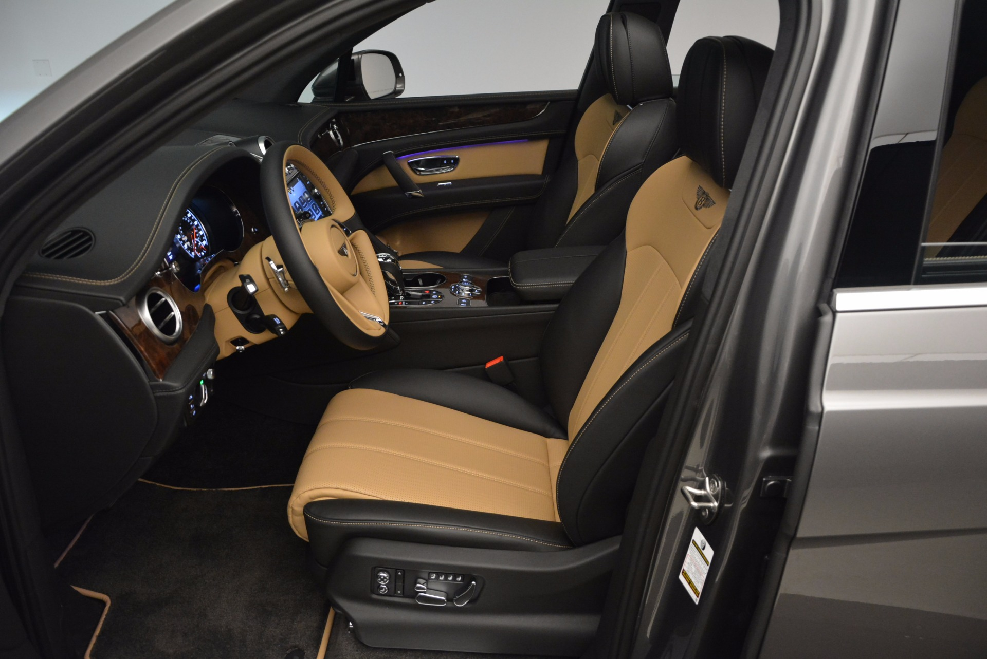 New 2018 Bentley Bentayga Activity Edition-Now with seating for 7!!! For Sale In Westport, CT 1396_p26