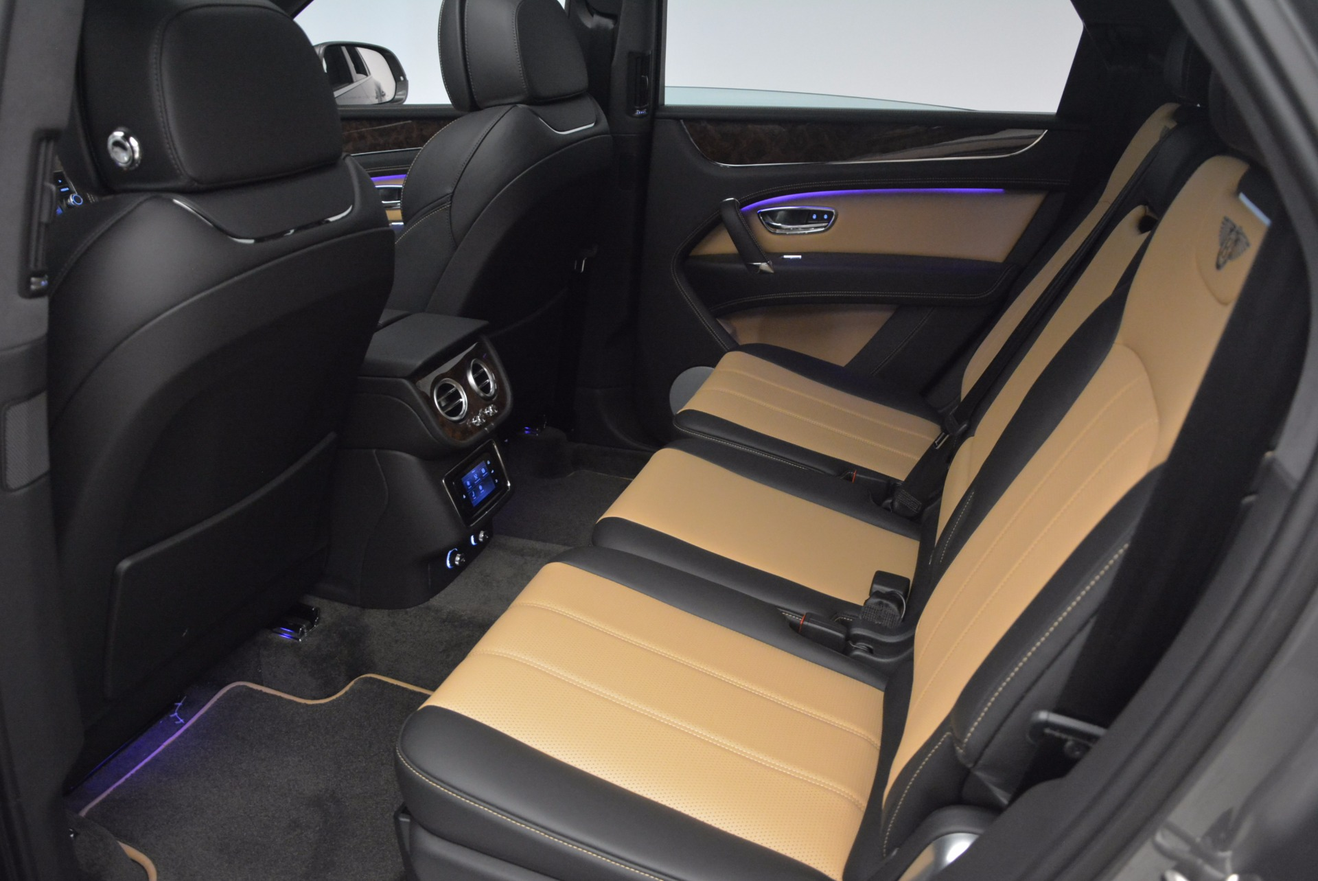 New 2018 Bentley Bentayga Activity Edition-Now with seating for 7!!! For Sale In Westport, CT 1396_p30