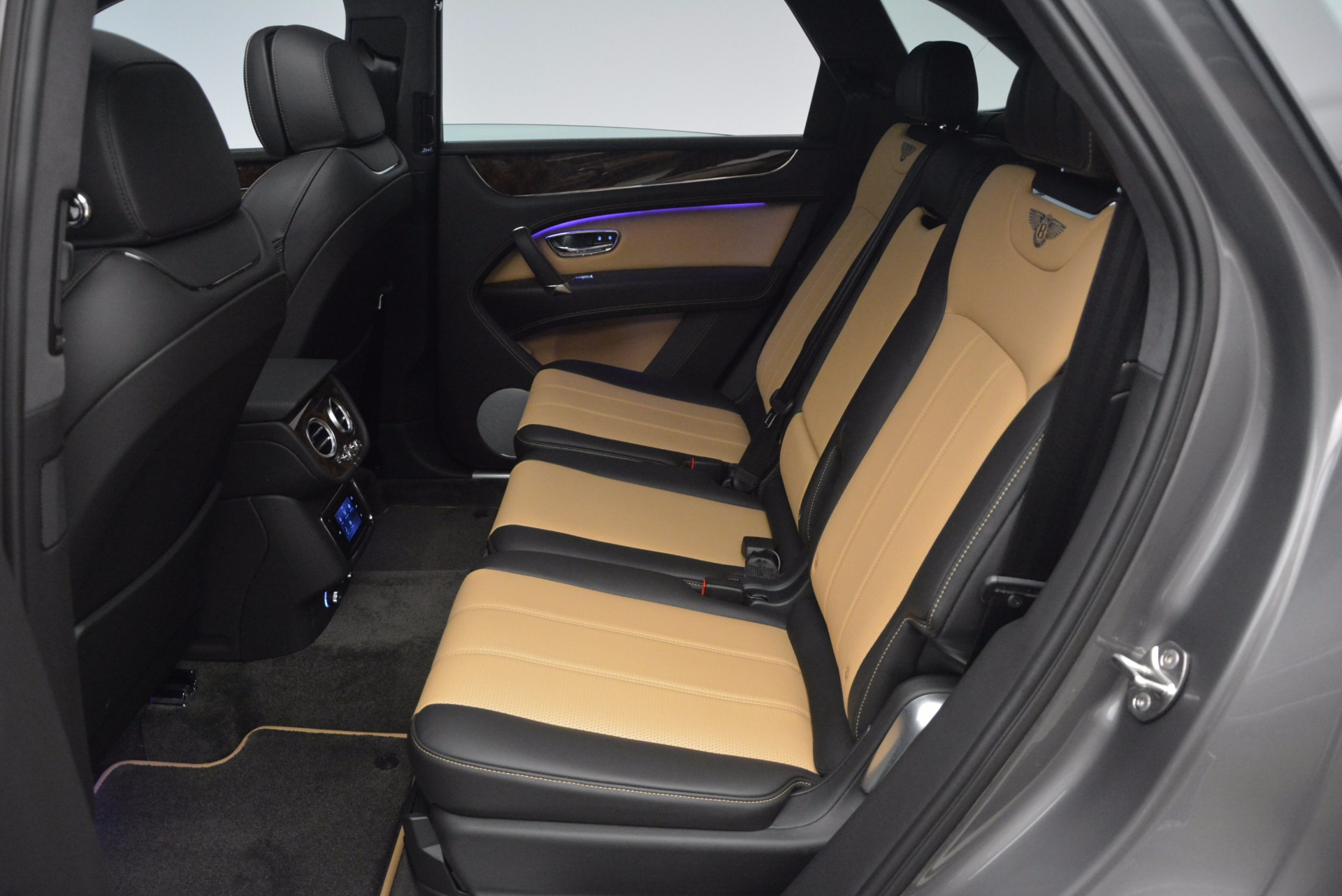 New 2018 Bentley Bentayga Activity Edition-Now with seating for 7!!! For Sale In Westport, CT 1396_p31