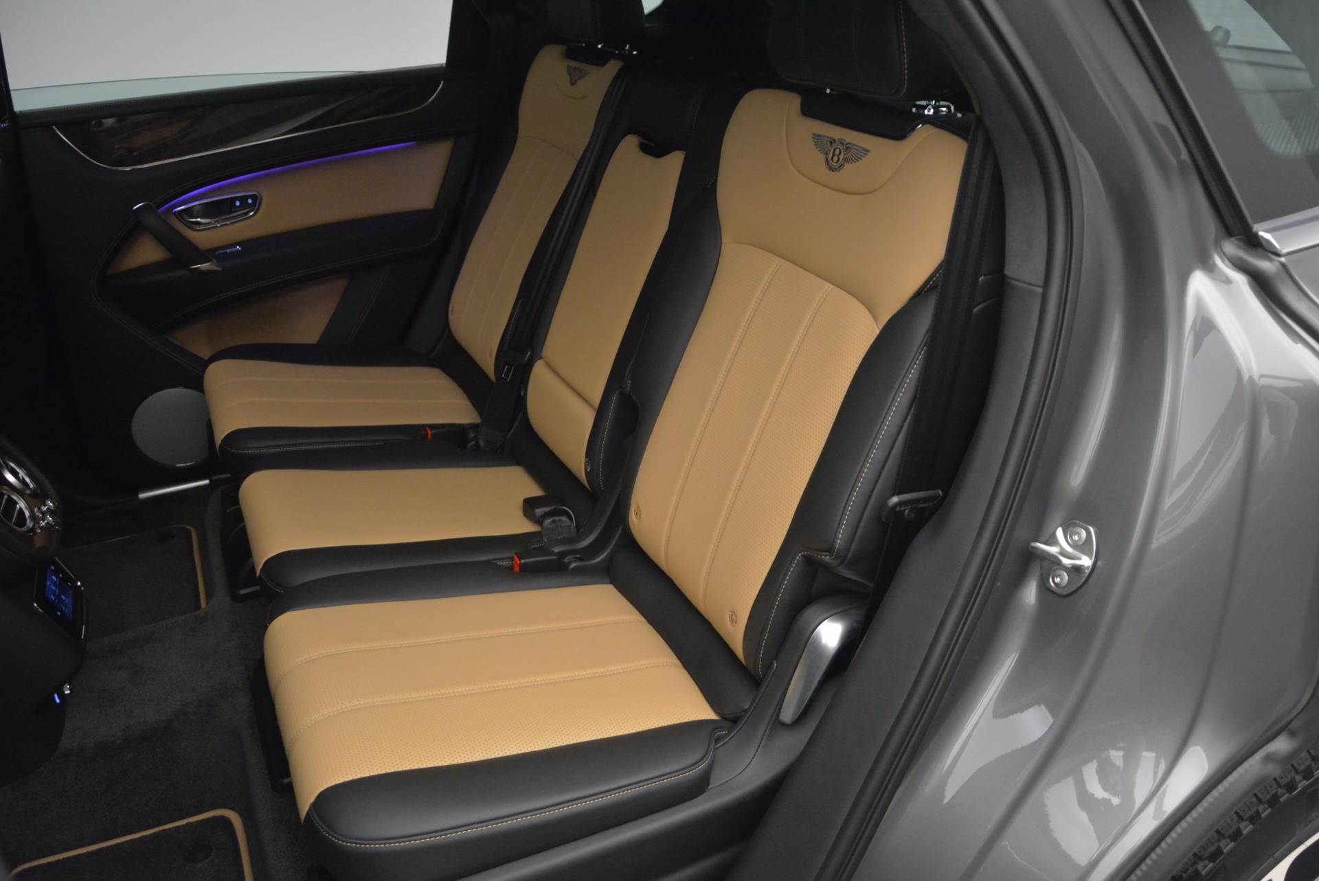New 2018 Bentley Bentayga Activity Edition-Now with seating for 7!!! For Sale In Westport, CT 1396_p32