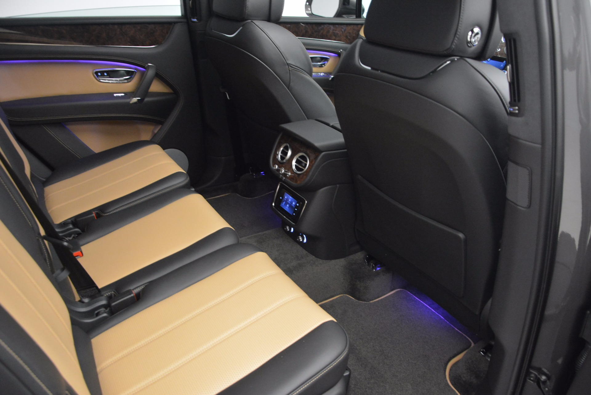 New 2018 Bentley Bentayga Activity Edition-Now with seating for 7!!! For Sale In Westport, CT 1396_p39