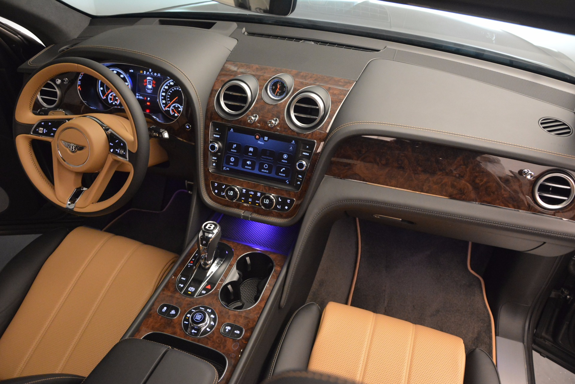 New 2018 Bentley Bentayga Activity Edition-Now with seating for 7!!! For Sale In Westport, CT 1396_p53