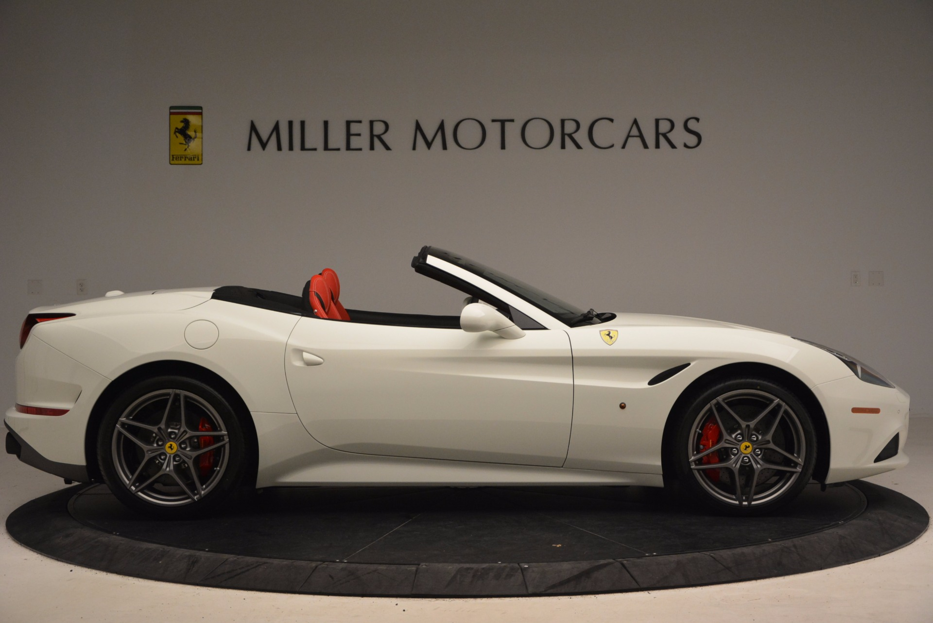 Used 2017 Ferrari California T  For Sale In Westport, CT 1412_p9