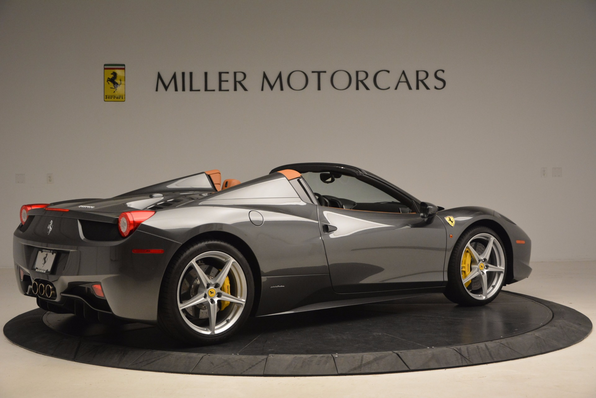 Used 2015 Ferrari 458 Spider  For Sale In Westport, CT 1423_p8