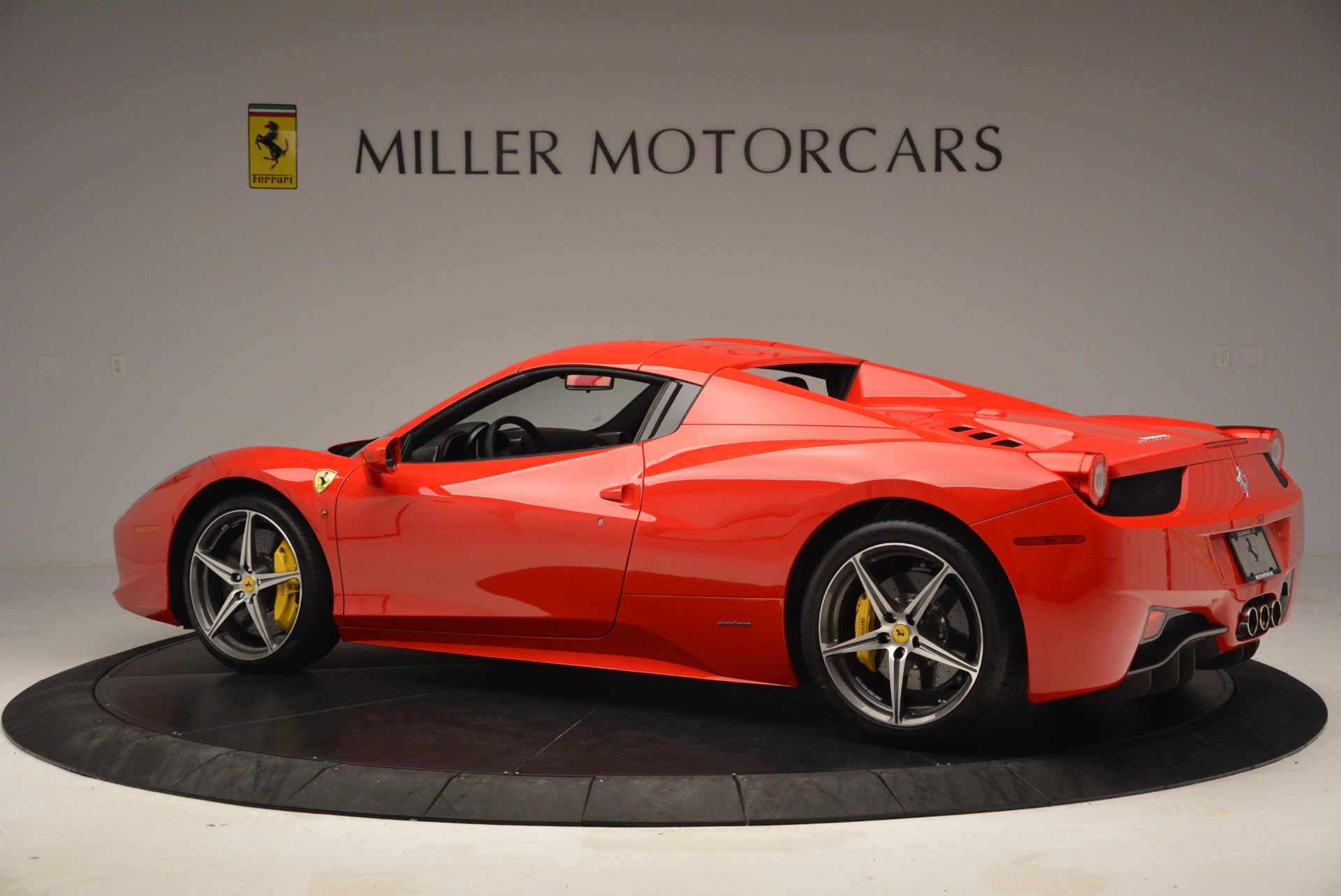 Used 2014 Ferrari 458 Spider  For Sale In Westport, CT 1430_p16