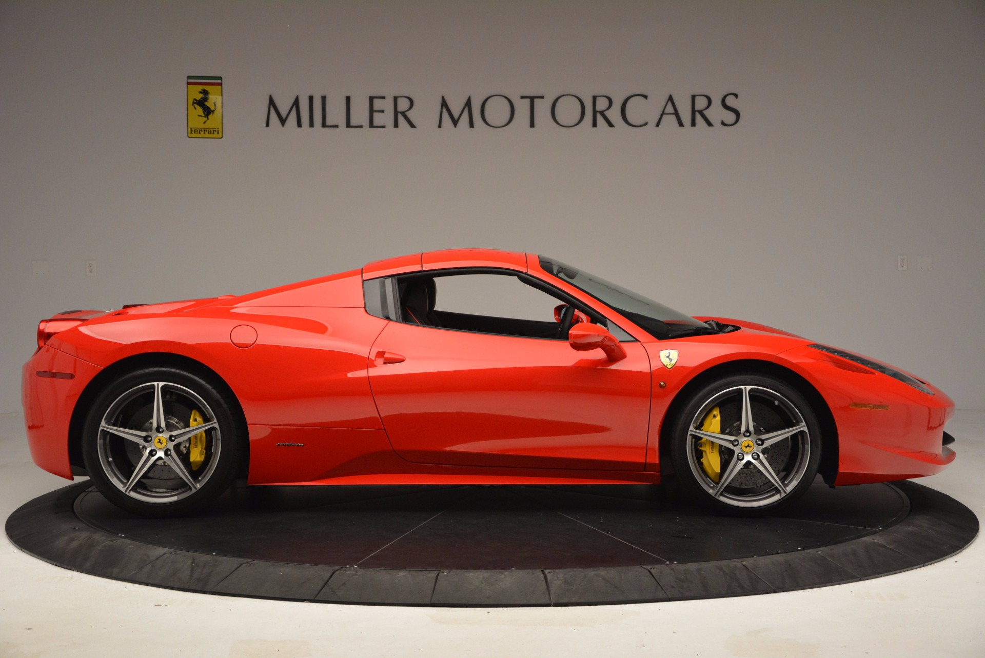 Used 2014 Ferrari 458 Spider  For Sale In Westport, CT 1430_p21