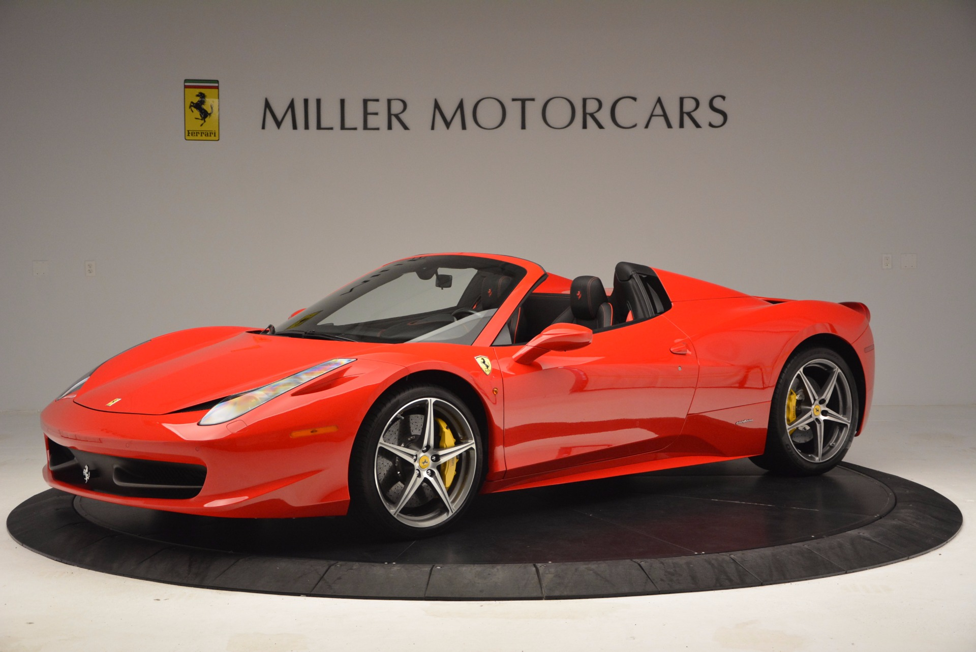 Used 2014 Ferrari 458 Spider  For Sale In Westport, CT 1430_p2