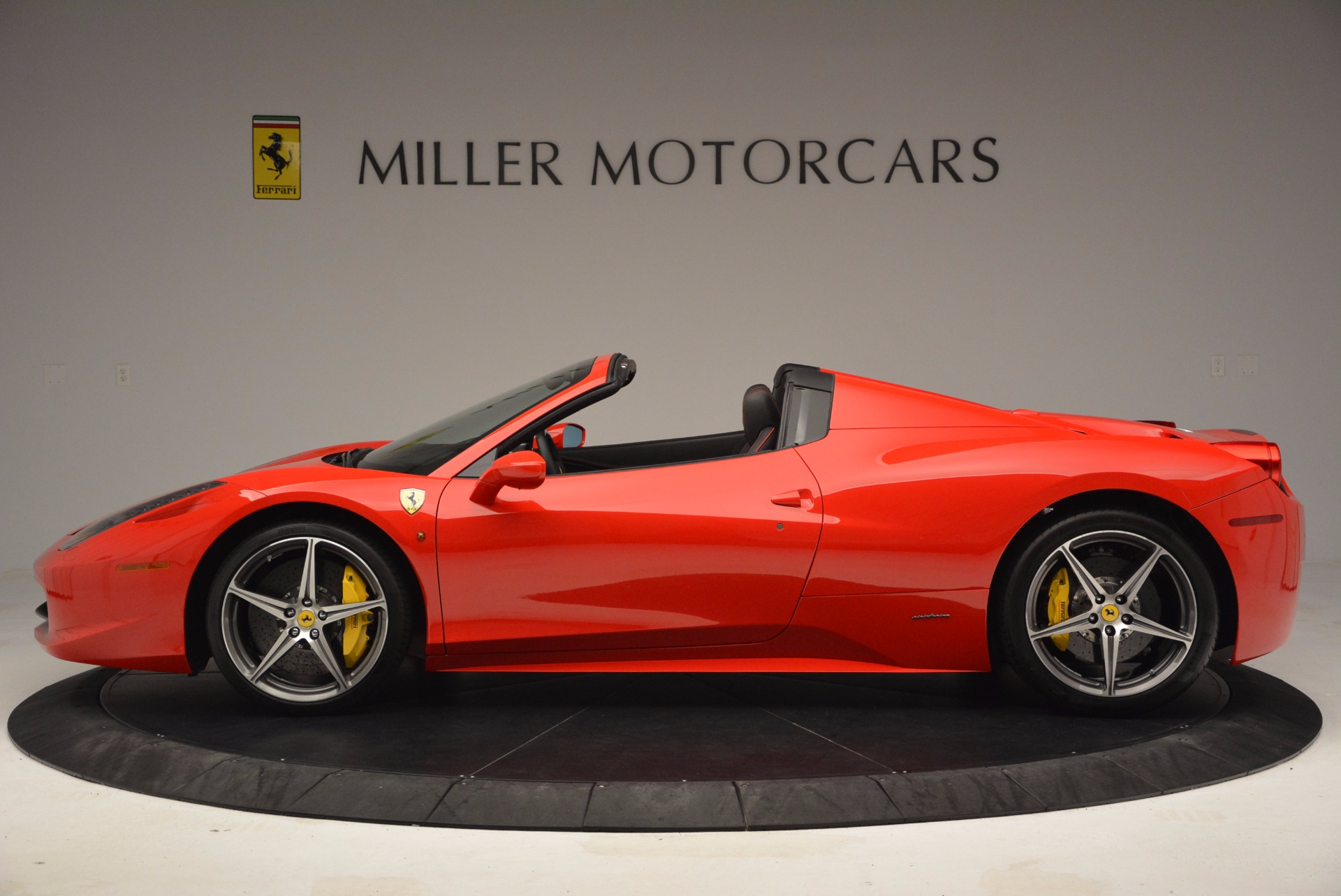 Used 2014 Ferrari 458 Spider  For Sale In Westport, CT 1430_p3