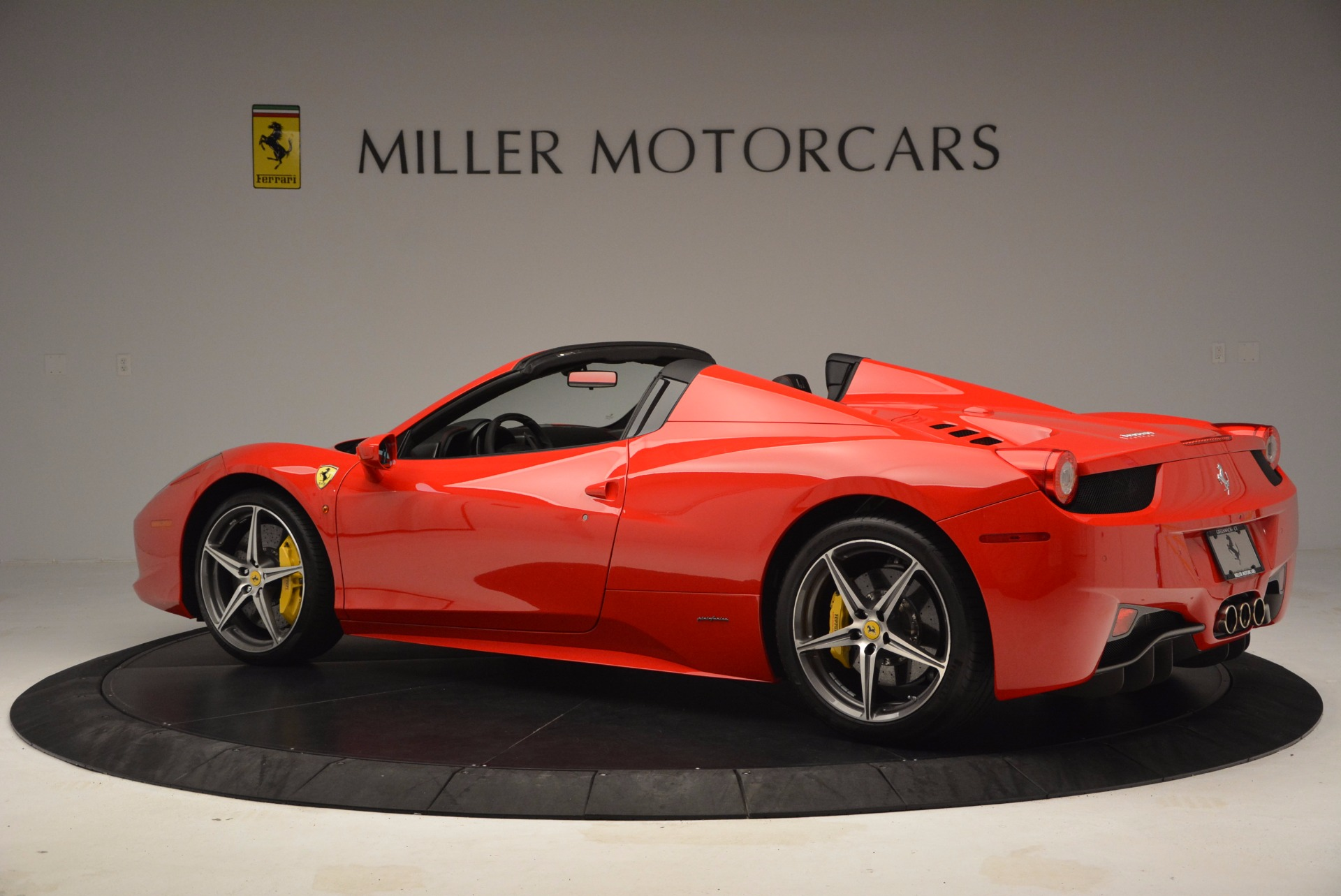 Used 2014 Ferrari 458 Spider  For Sale In Westport, CT 1430_p4