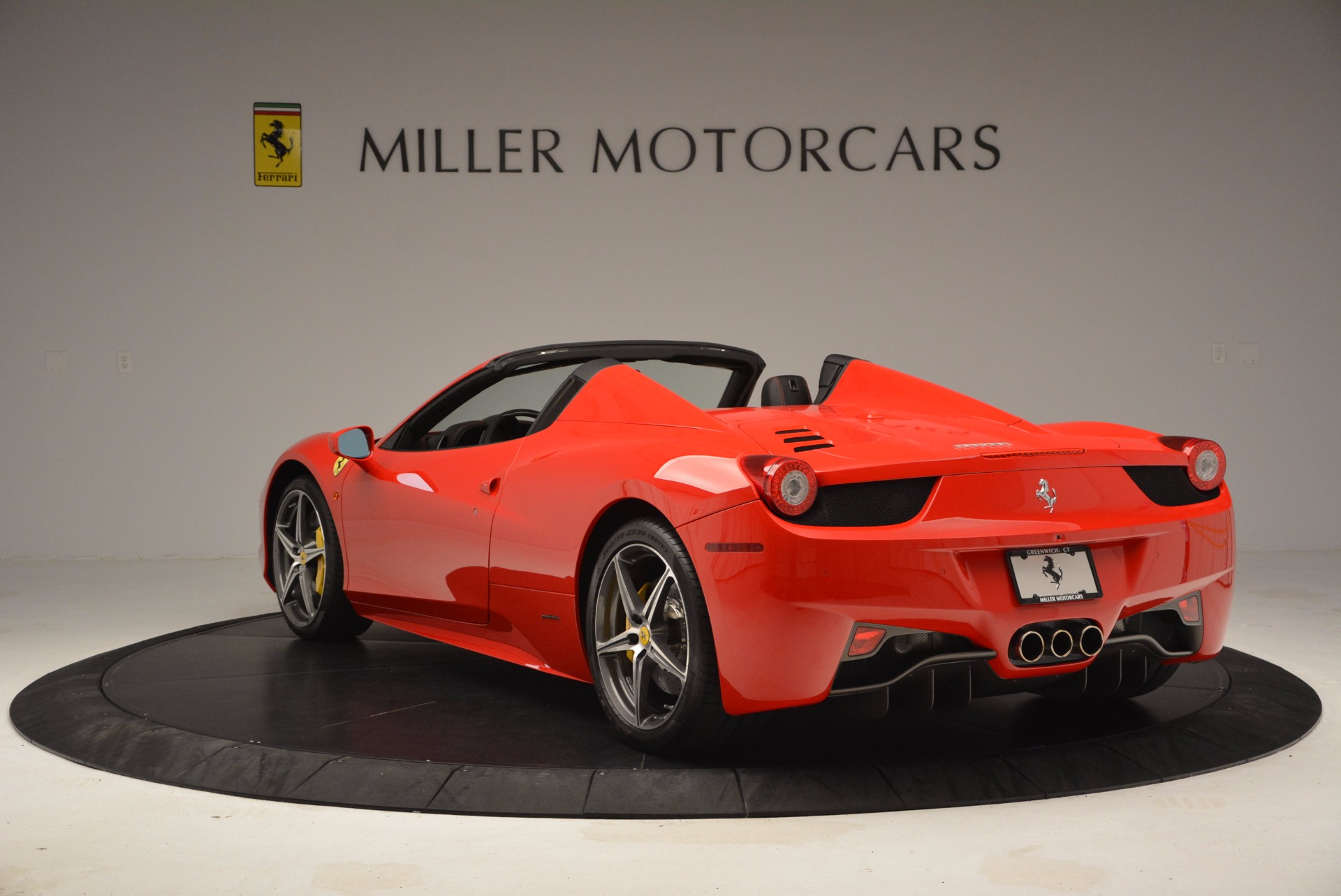 Used 2014 Ferrari 458 Spider  For Sale In Westport, CT 1430_p5
