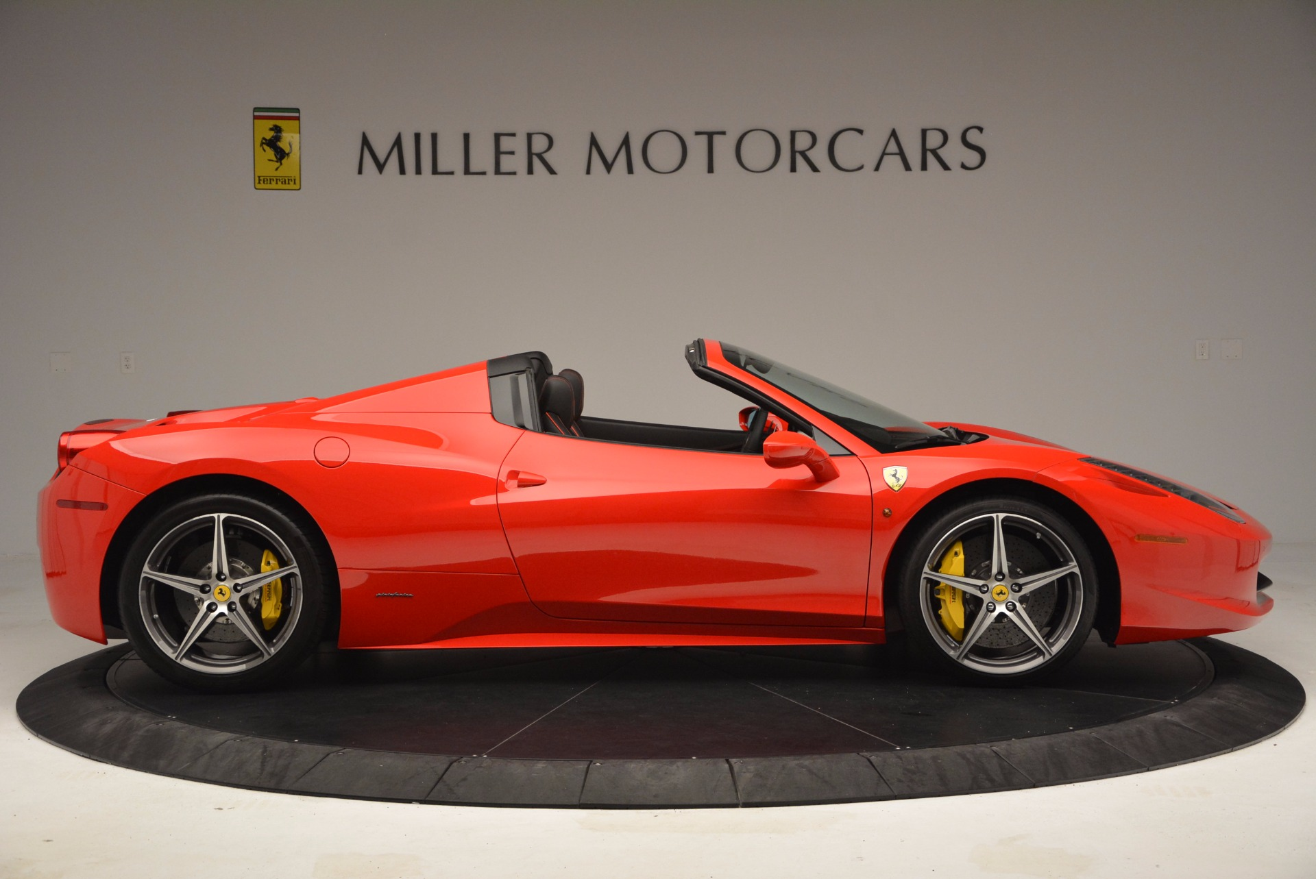 Used 2014 Ferrari 458 Spider  For Sale In Westport, CT 1430_p9