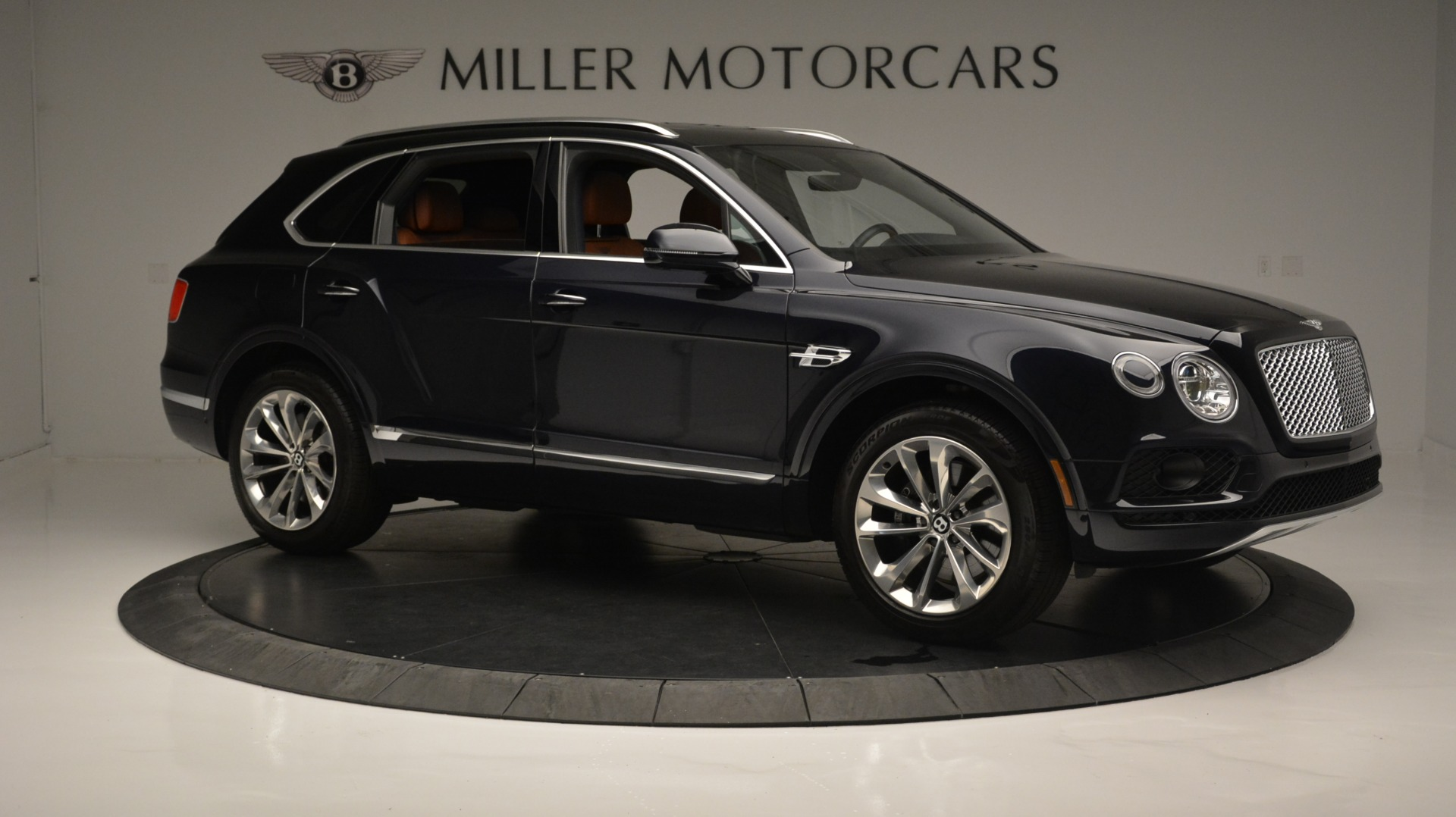 Used 2018 Bentley Bentayga W12 Signature For Sale In Westport, CT 1468_p10