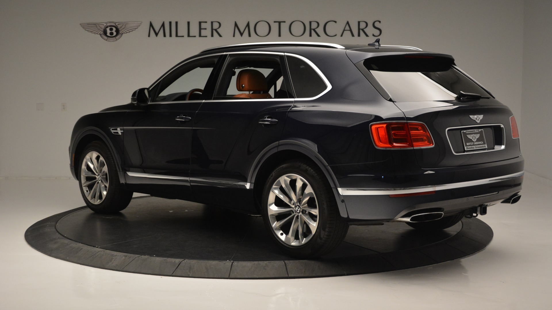 Used 2018 Bentley Bentayga W12 Signature For Sale In Westport, CT 1468_p4