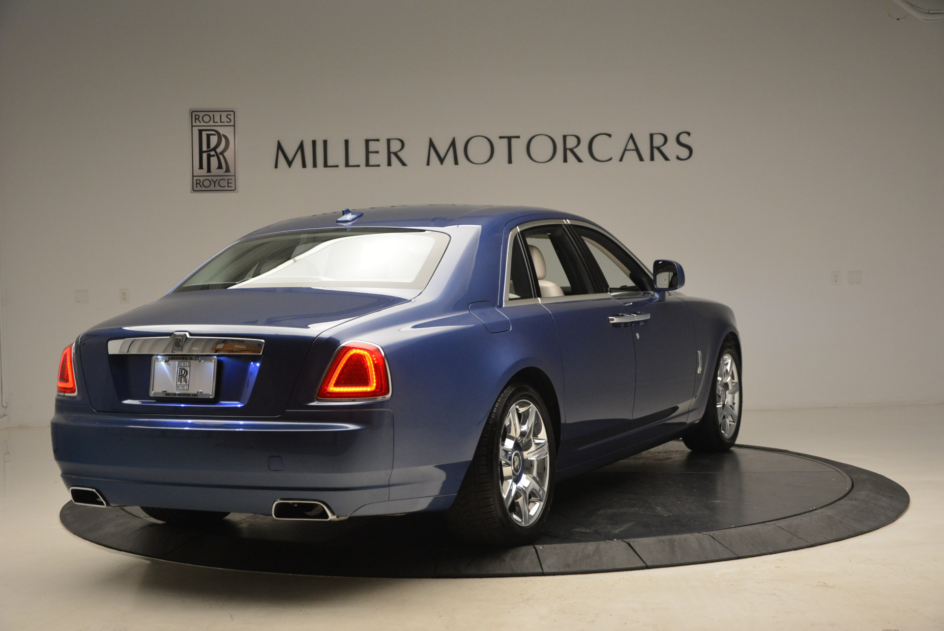 Used 2010 Rolls-Royce Ghost  For Sale In Westport, CT 1504_p9