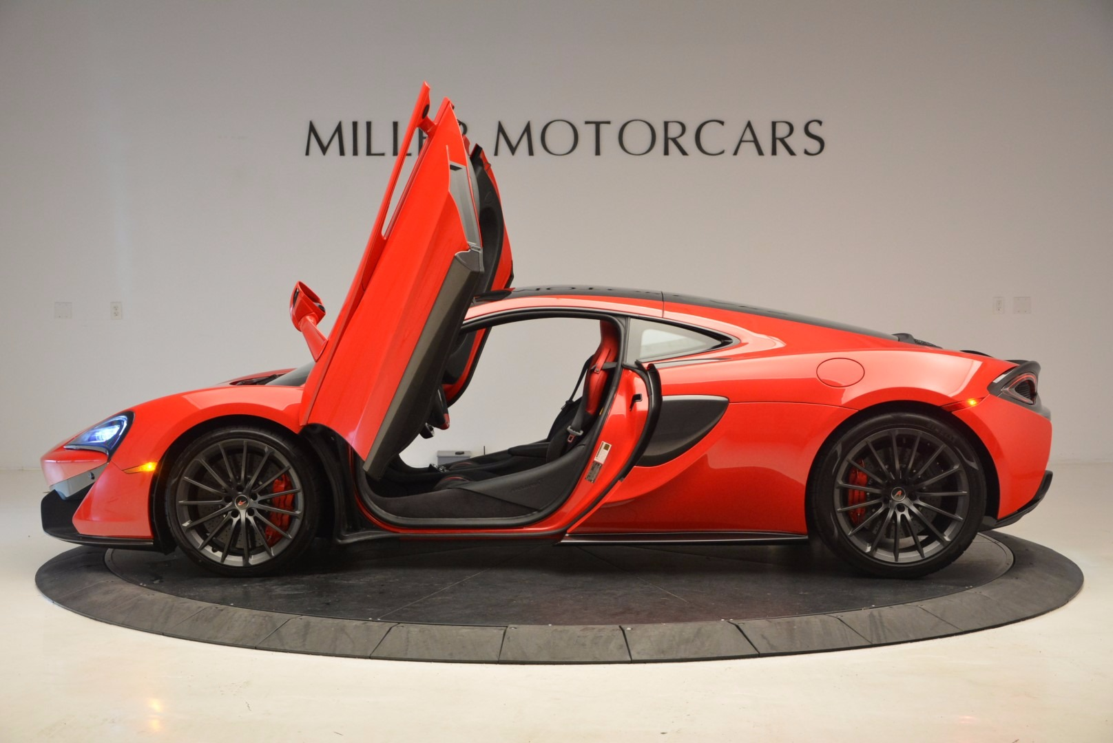 Used 2017 McLaren 570GT  For Sale In Westport, CT 1506_p15