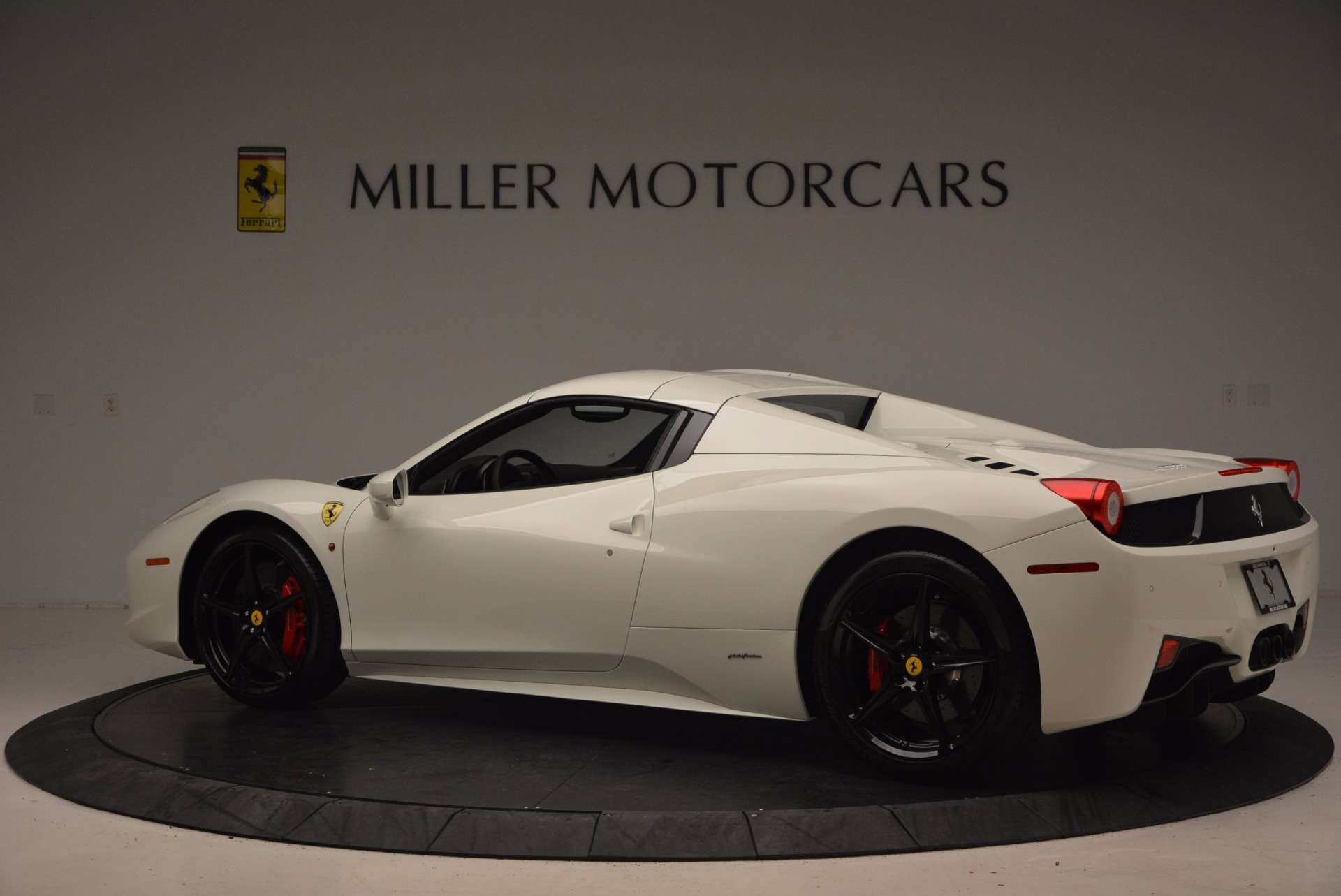 Used 2015 Ferrari 458 Spider  For Sale In Westport, CT 1534_p16