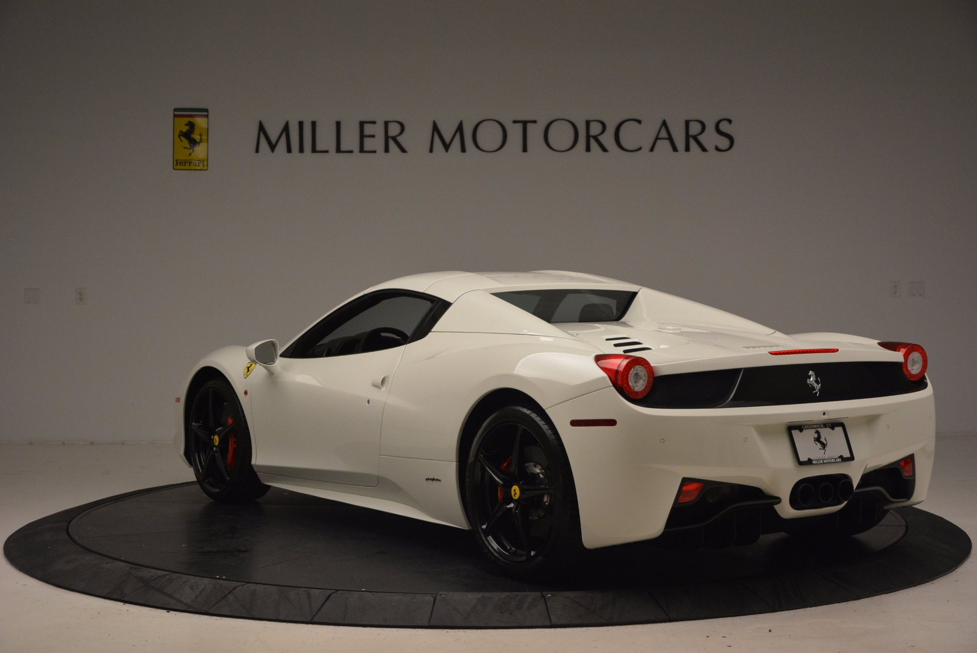 Used 2015 Ferrari 458 Spider  For Sale In Westport, CT 1534_p17