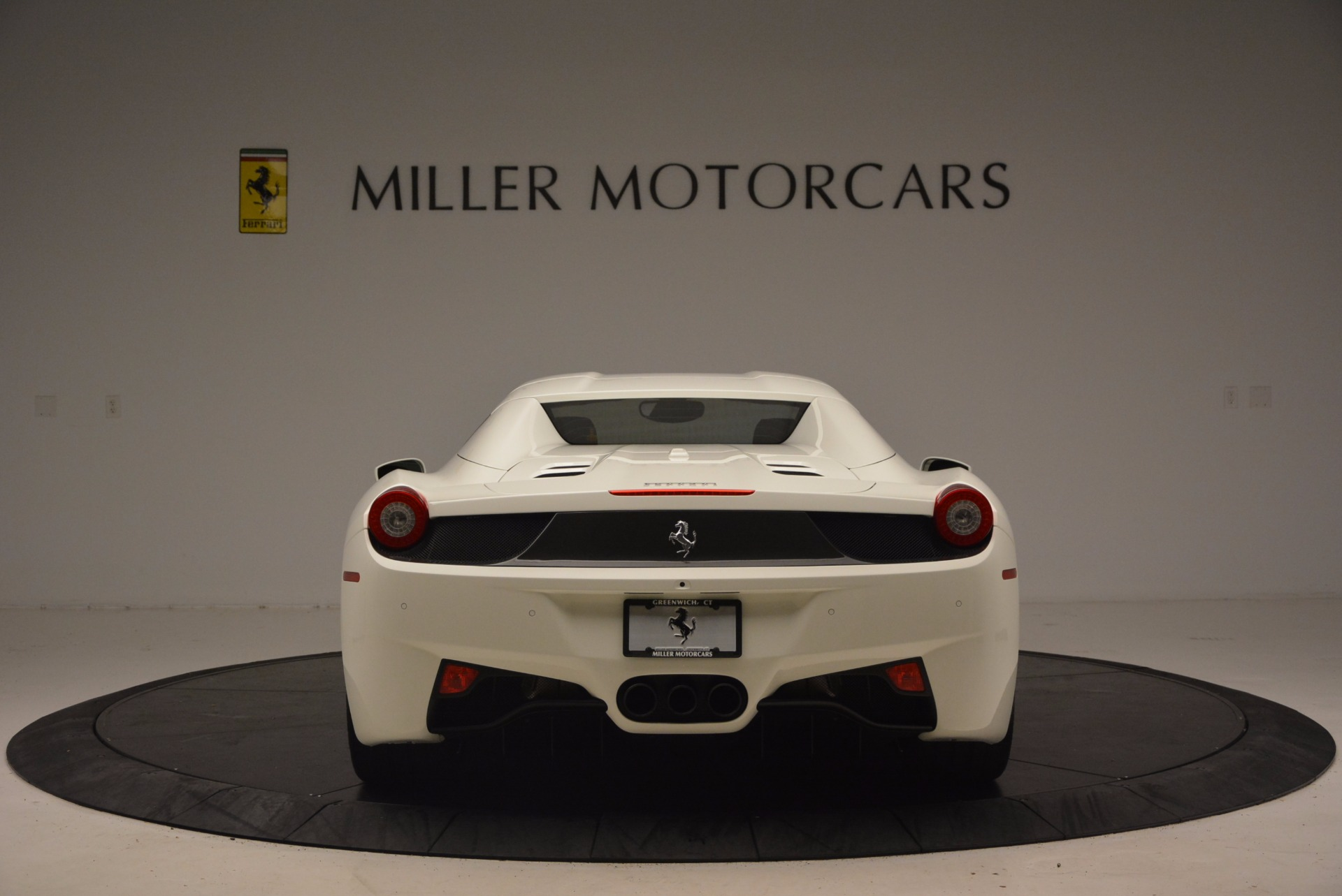 Used 2015 Ferrari 458 Spider  For Sale In Westport, CT 1534_p18