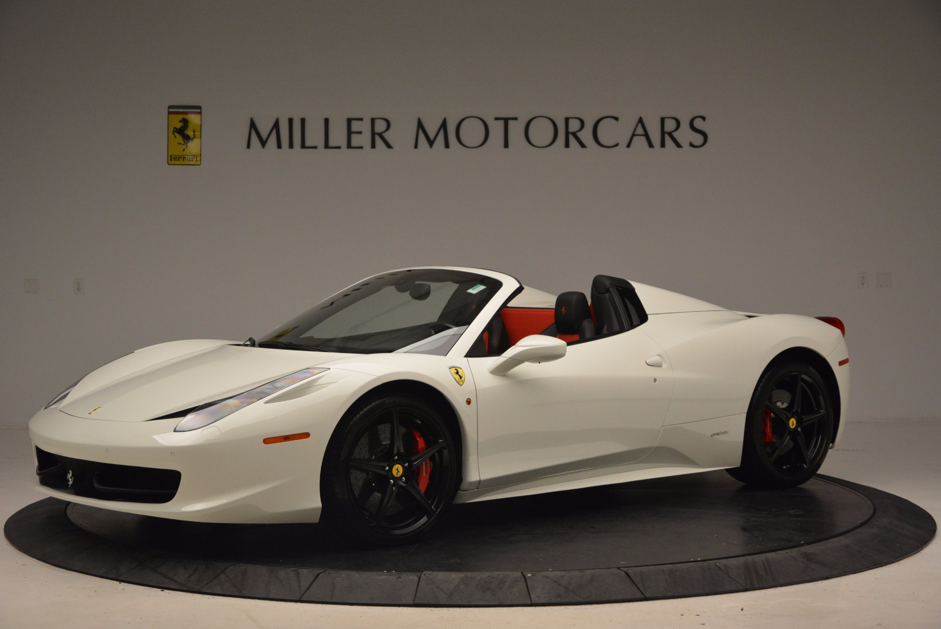 Used 2015 Ferrari 458 Spider  For Sale In Westport, CT 1534_p2