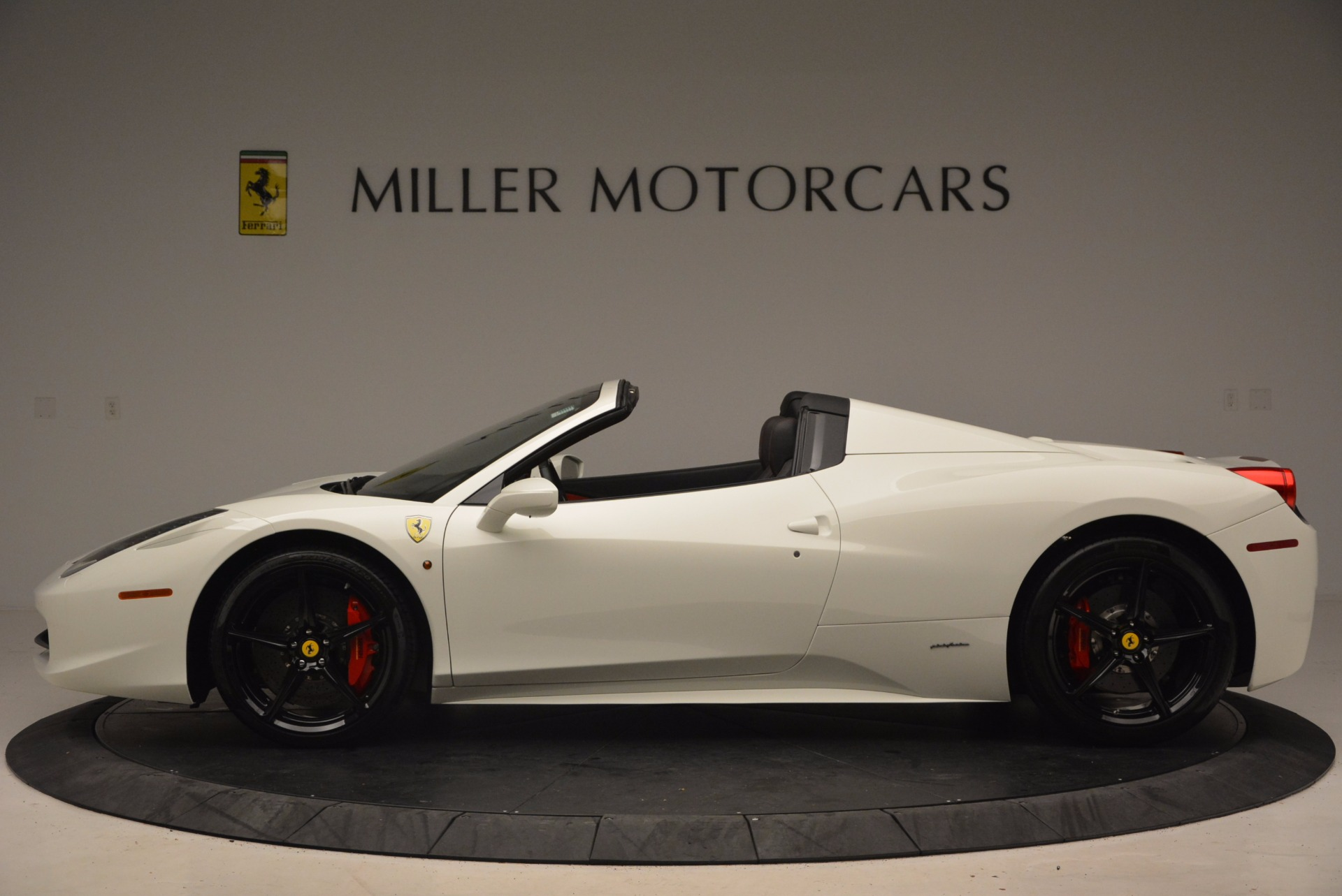 Used 2015 Ferrari 458 Spider  For Sale In Westport, CT 1534_p3