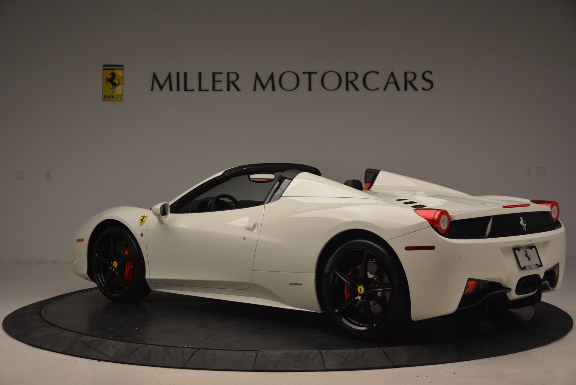 Used 2015 Ferrari 458 Spider  For Sale In Westport, CT 1534_p4
