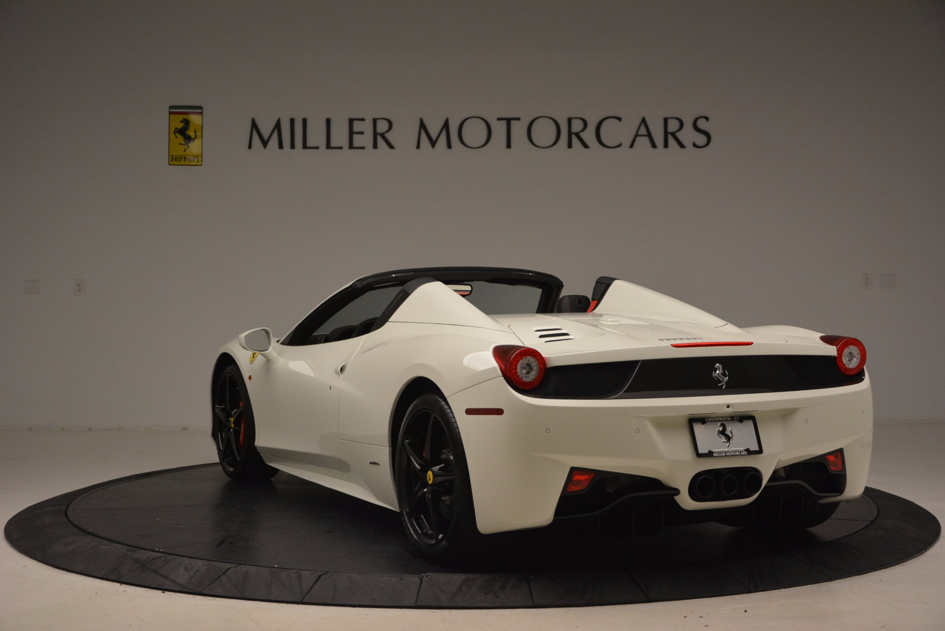 Used 2015 Ferrari 458 Spider  For Sale In Westport, CT 1534_p5