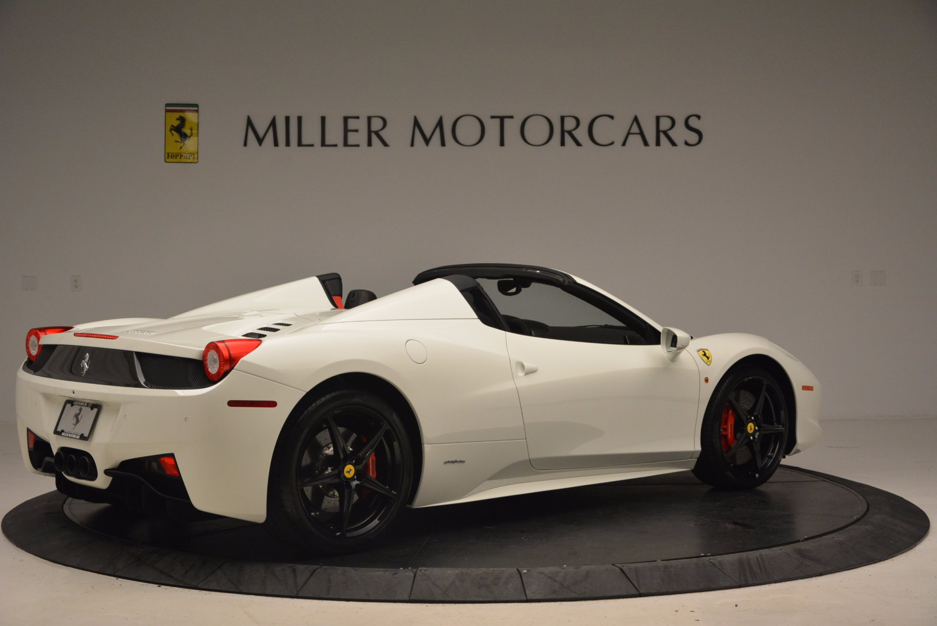 Used 2015 Ferrari 458 Spider  For Sale In Westport, CT 1534_p8