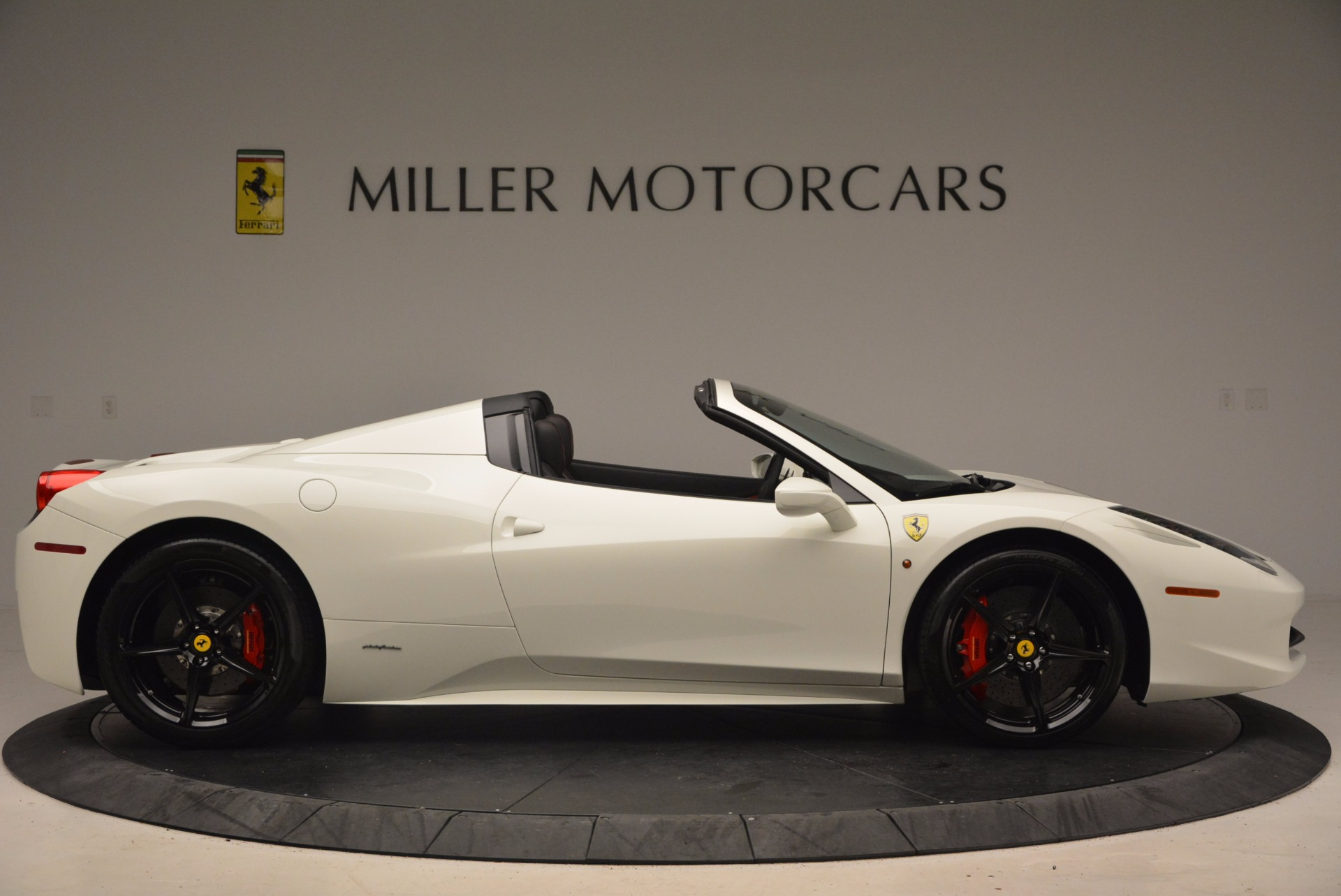 Used 2015 Ferrari 458 Spider  For Sale In Westport, CT 1534_p9