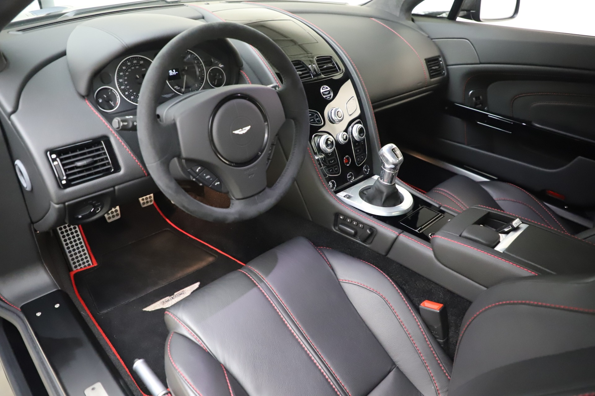 New 2017 Aston Martin V12 Vantage S  For Sale In Westport, CT 1545_p13