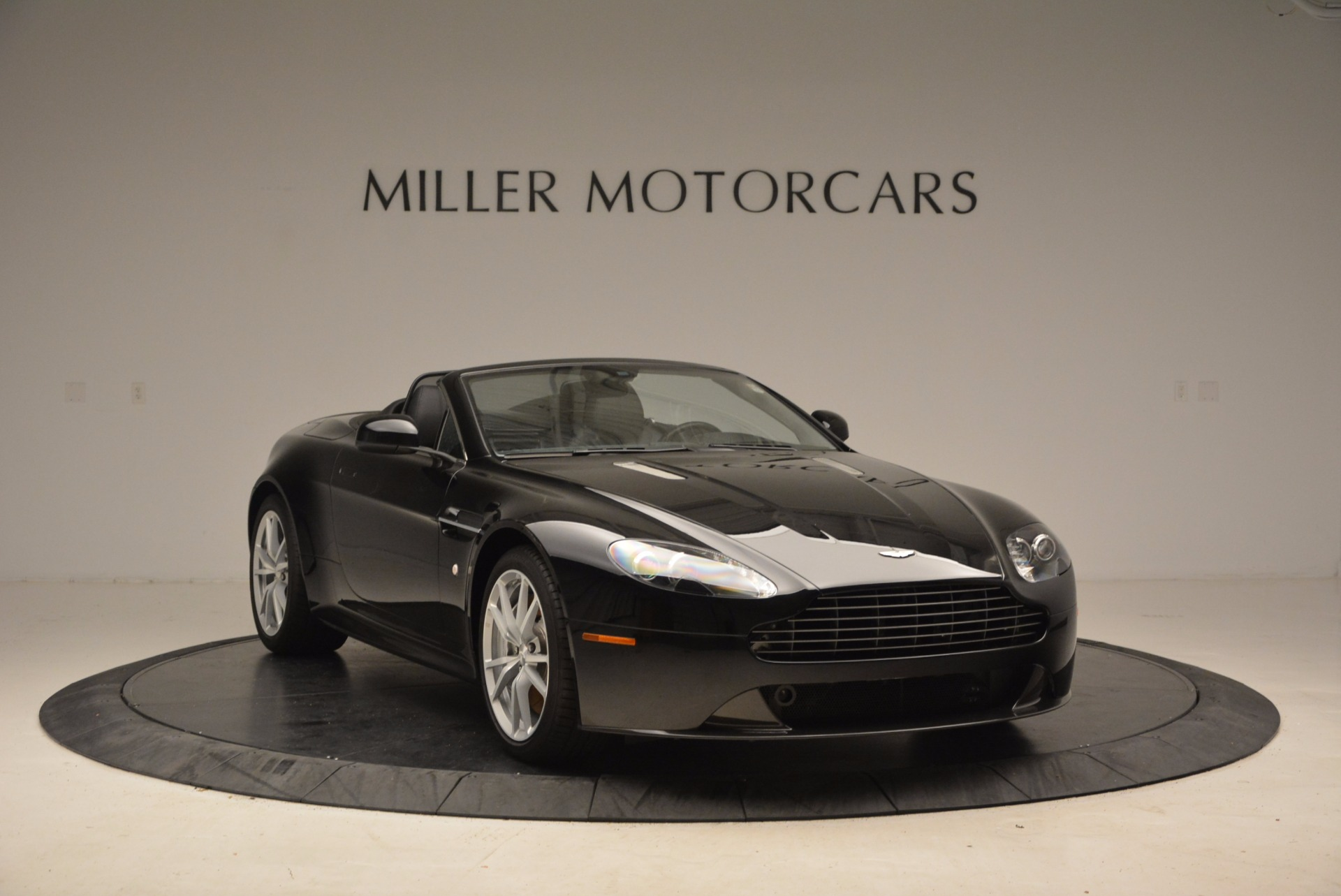 New 2016 Aston Martin V8 Vantage Roadster For Sale In Westport, CT 1546_p11