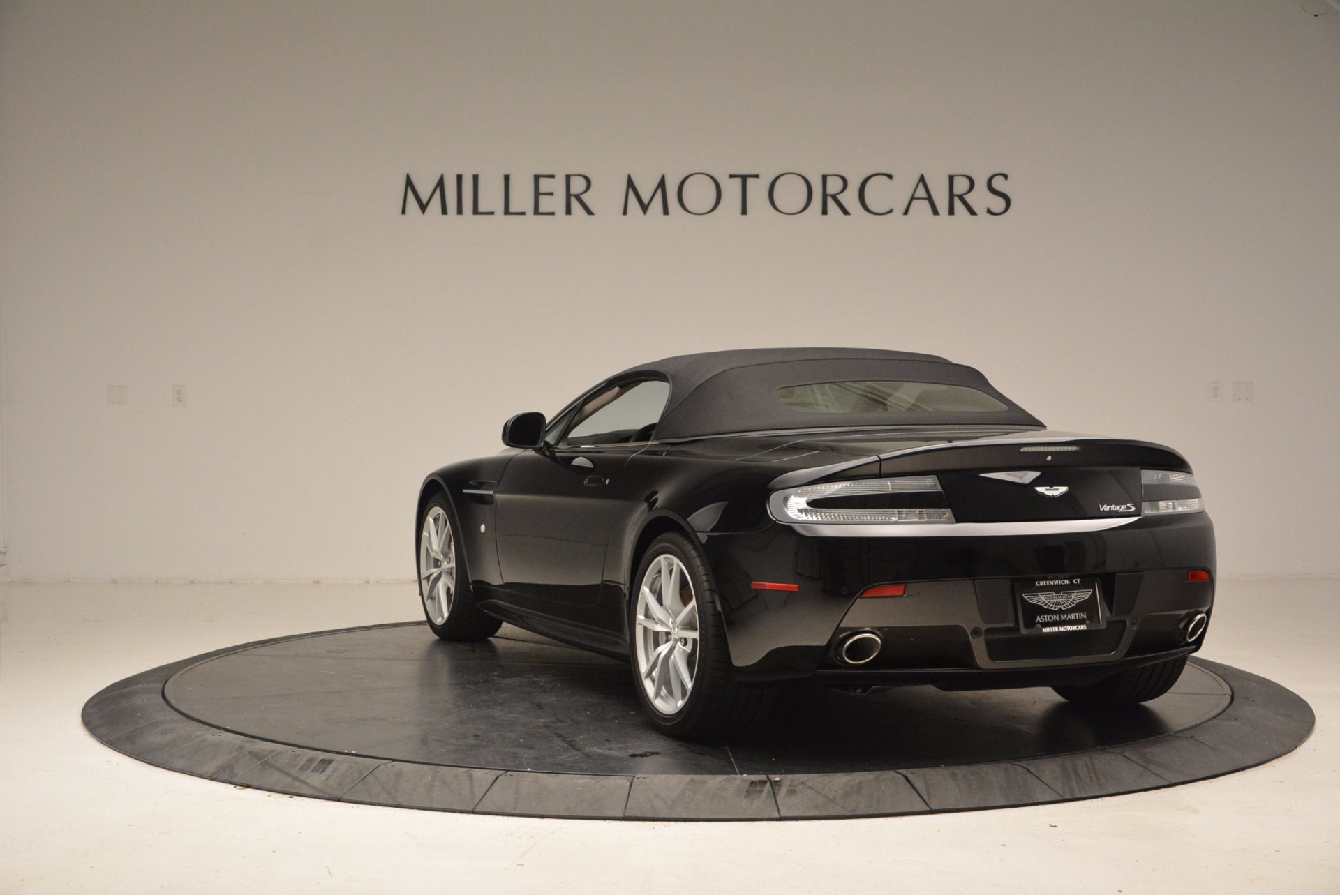 New 2016 Aston Martin V8 Vantage Roadster For Sale In Westport, CT 1546_p17