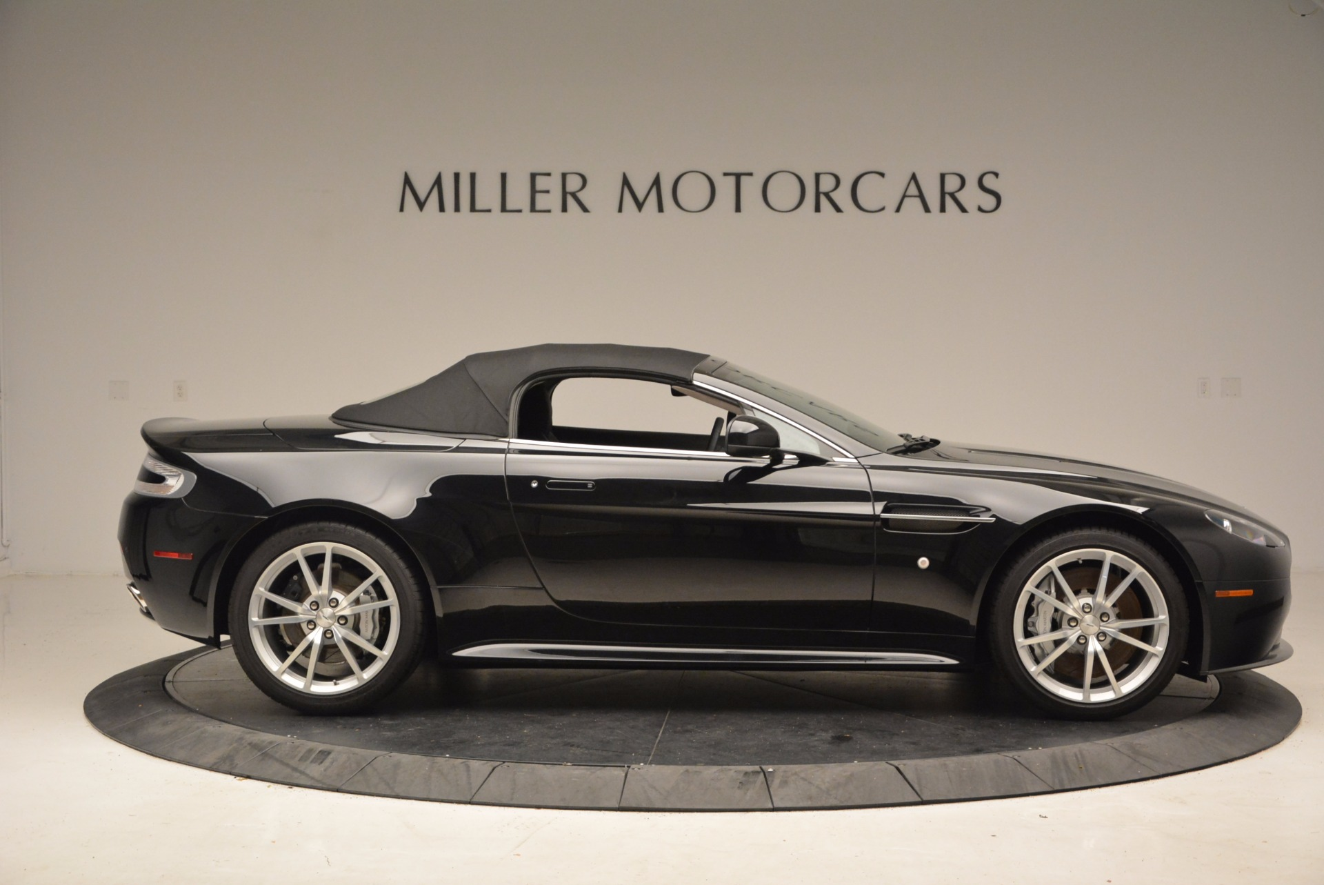 New 2016 Aston Martin V8 Vantage Roadster For Sale In Westport, CT 1546_p21