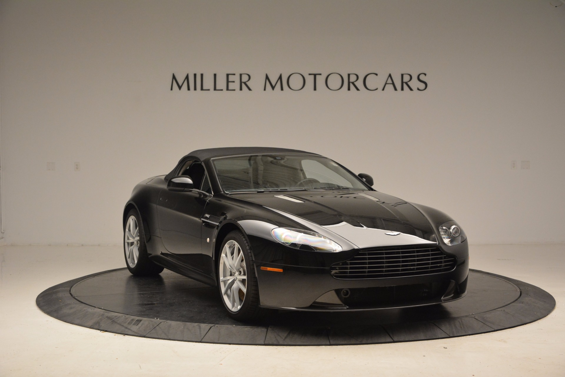 New 2016 Aston Martin V8 Vantage Roadster For Sale In Westport, CT 1546_p23