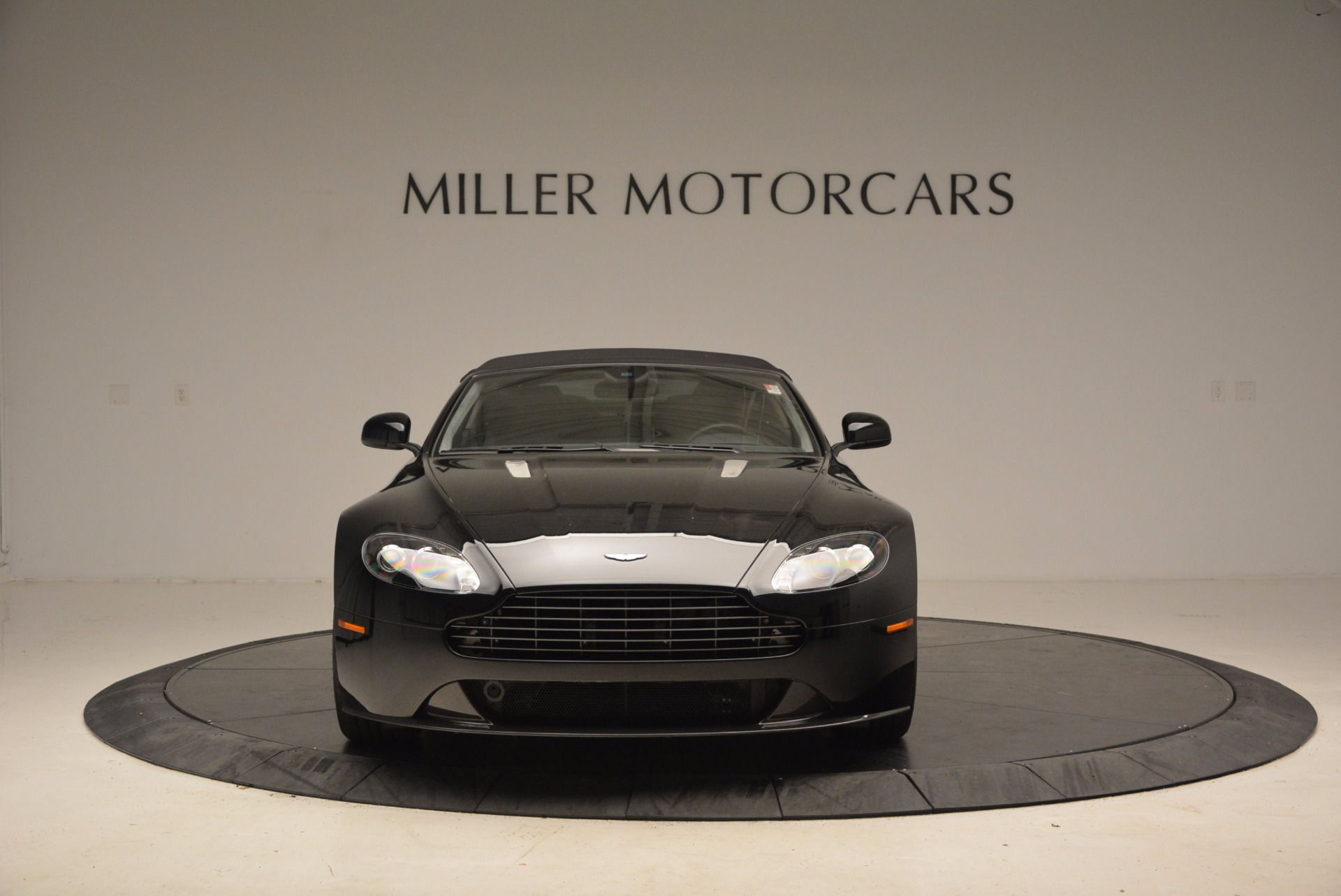New 2016 Aston Martin V8 Vantage Roadster For Sale In Westport, CT 1546_p24