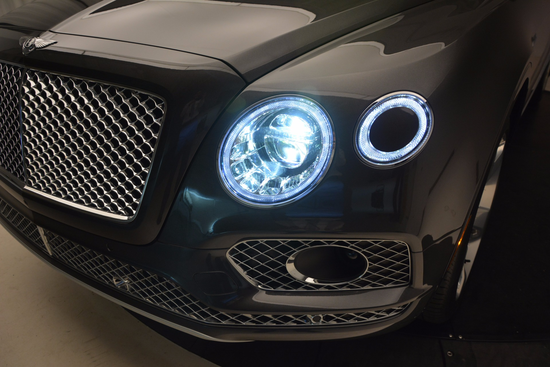 New 2018 Bentley Bentayga Signature For Sale In Westport, CT 1547_p20
